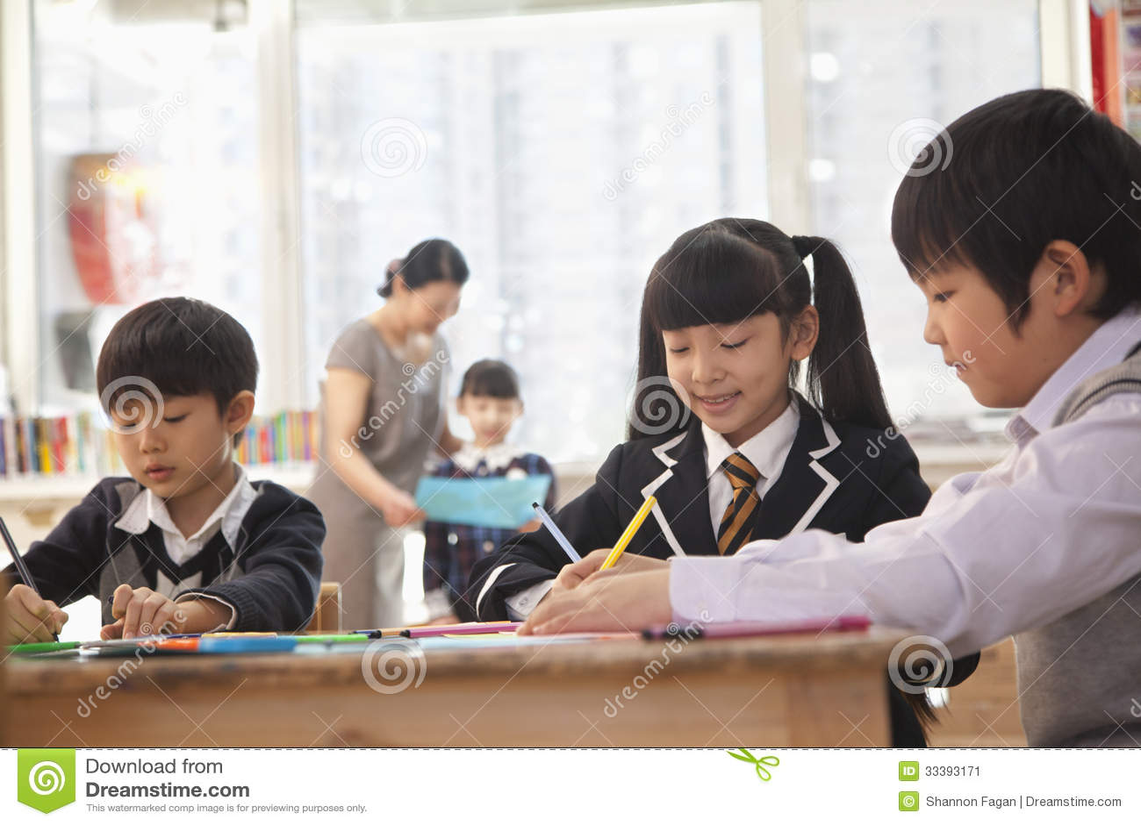 Skolbarn som drar under konstgrupp, Peking