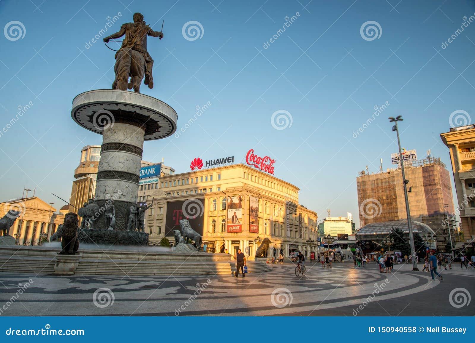 SKOPJE, 29,2018 MACEDONIË-AUGUSTUS: Macedonië Vierkante recente middag binnen op het centrum van Skopje