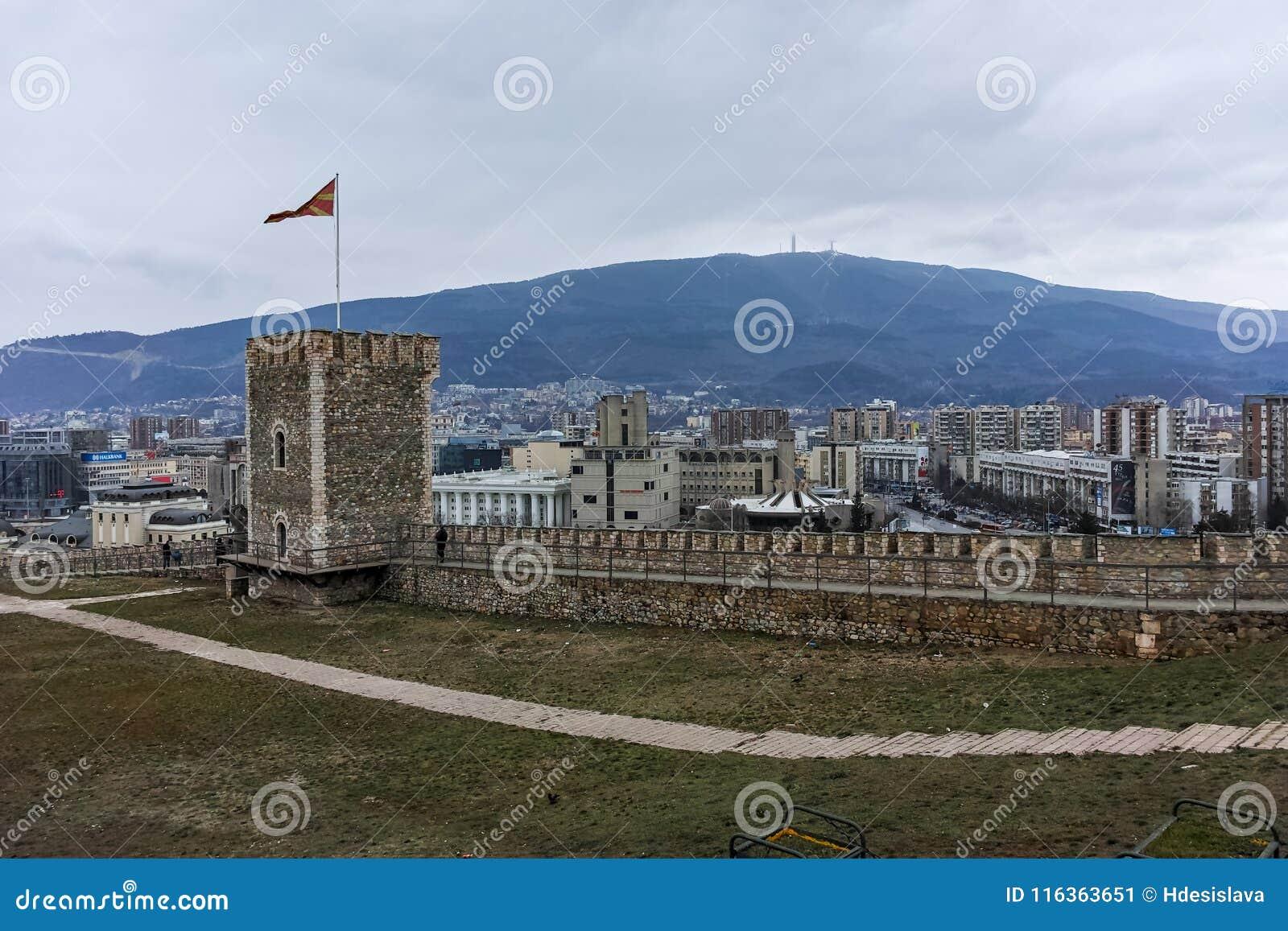 SKOPJE, REPUBBLICA MACEDONE - 24 FEBBRAIO 2018: Fortezza del cavolo della fortezza di Skopje in Città Vecchia