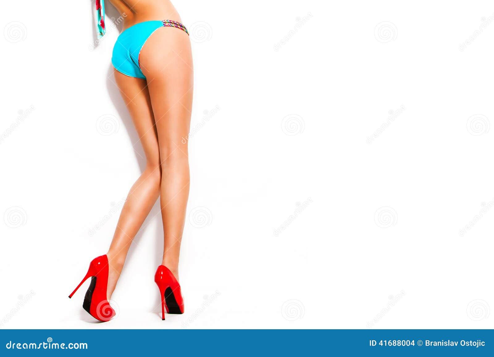 Skor och bikini för hög häl