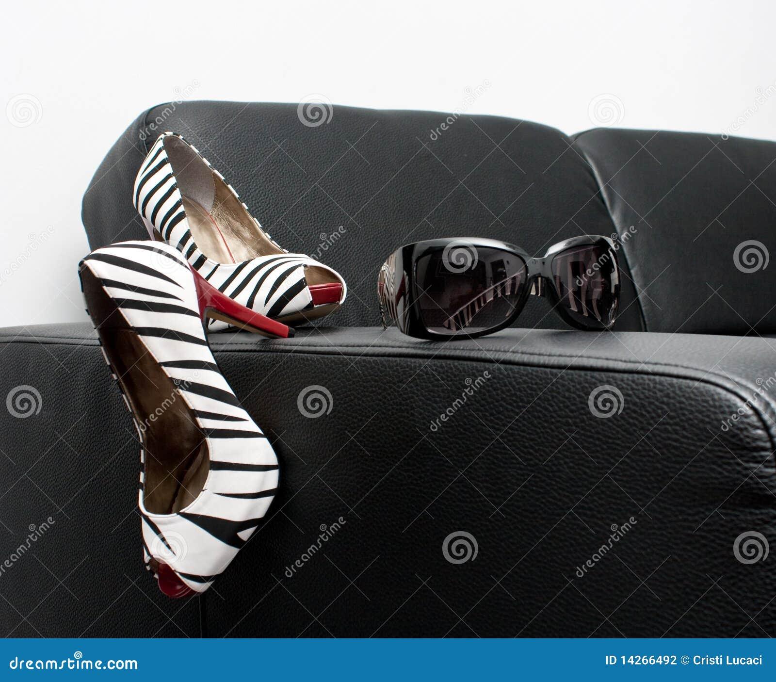 Skor och solglasögon