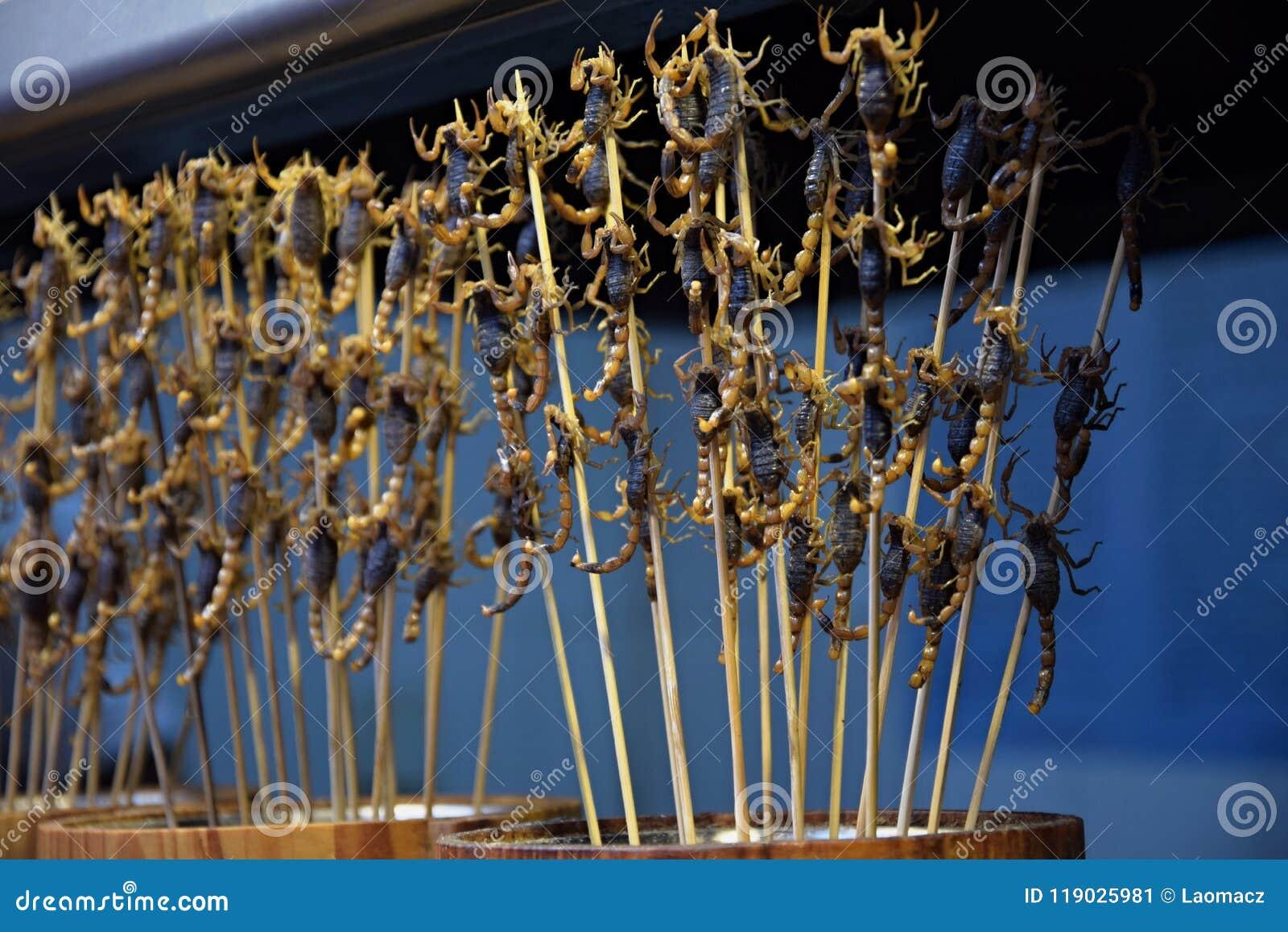 Skorpiony gdy przekąska sprzedawał w ulicach w Chiny