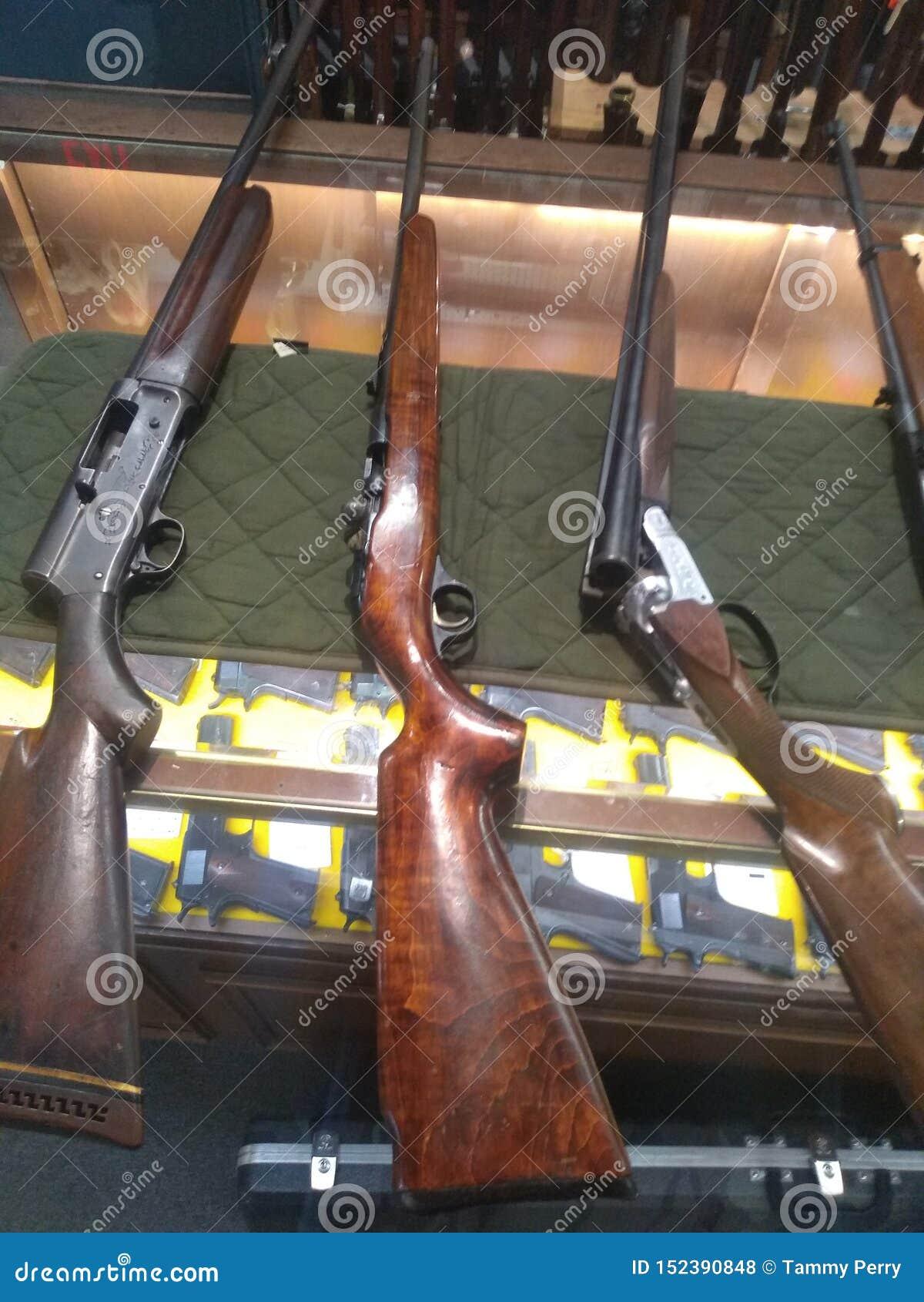 1,2,3 skott dina ut antika vapen
