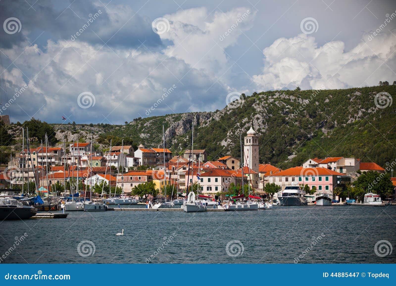 Skradin es una pequeña ciudad histórica en Croacia