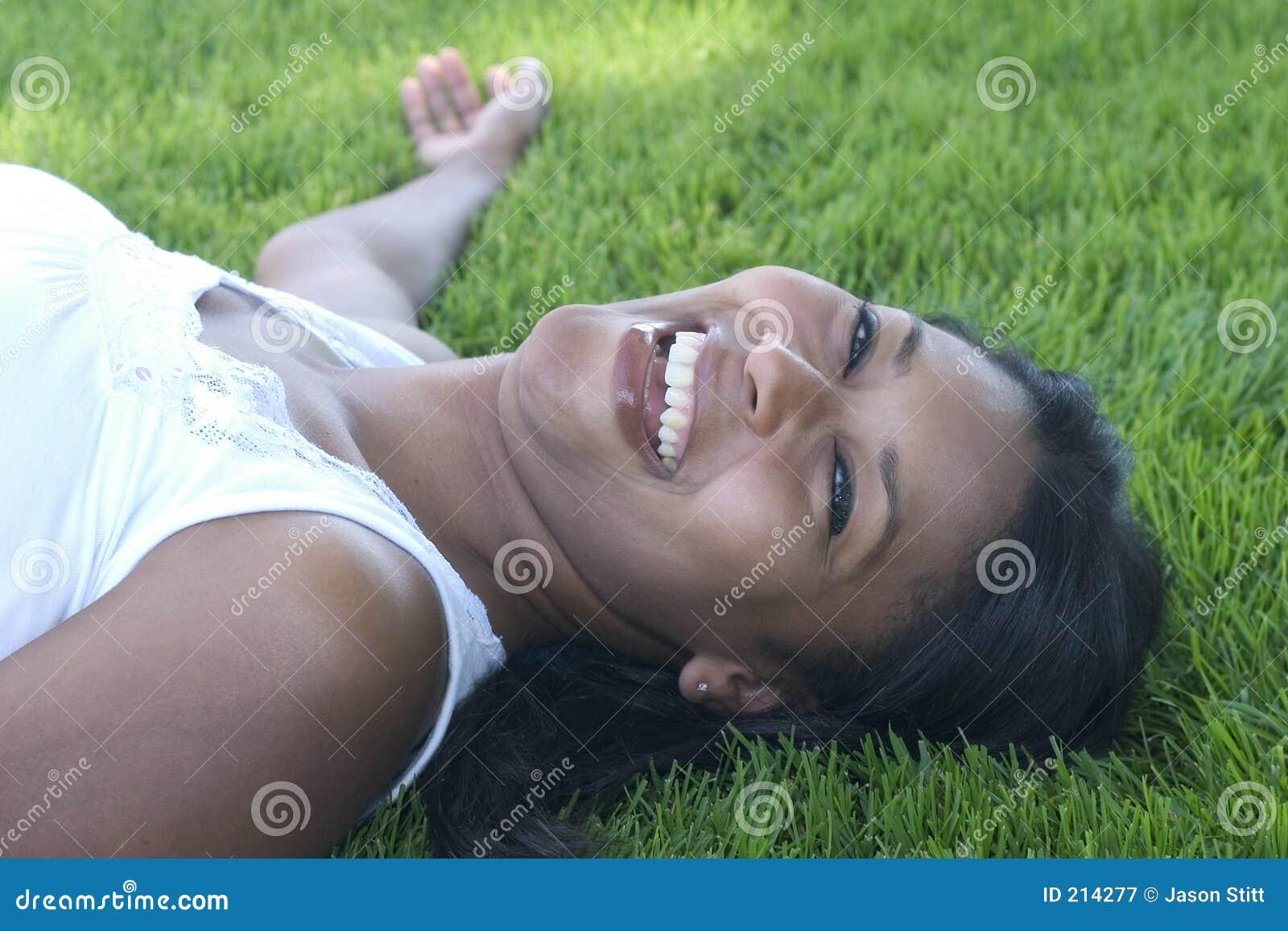Skratta kvinna
