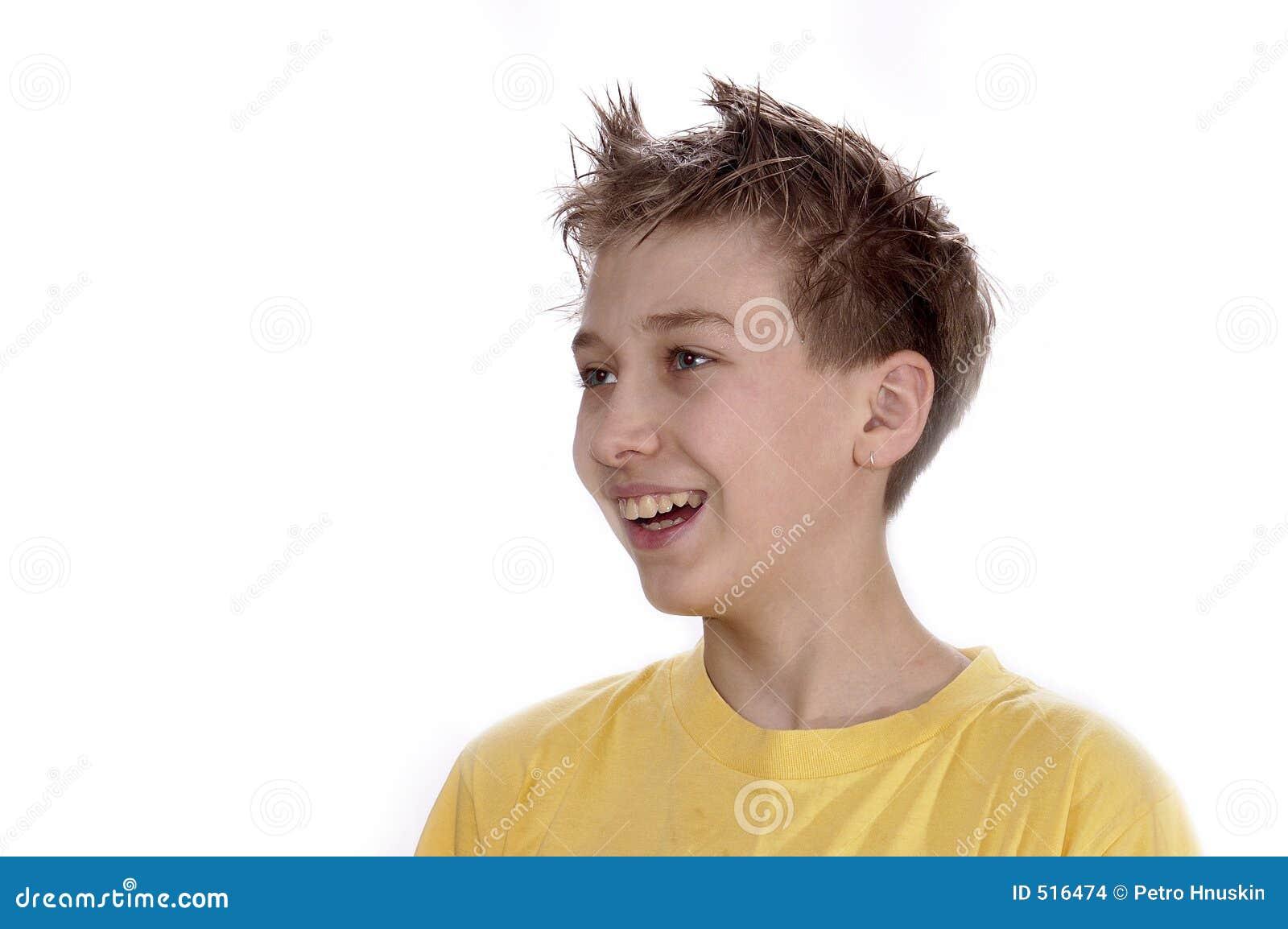 Skratta stående för pojke