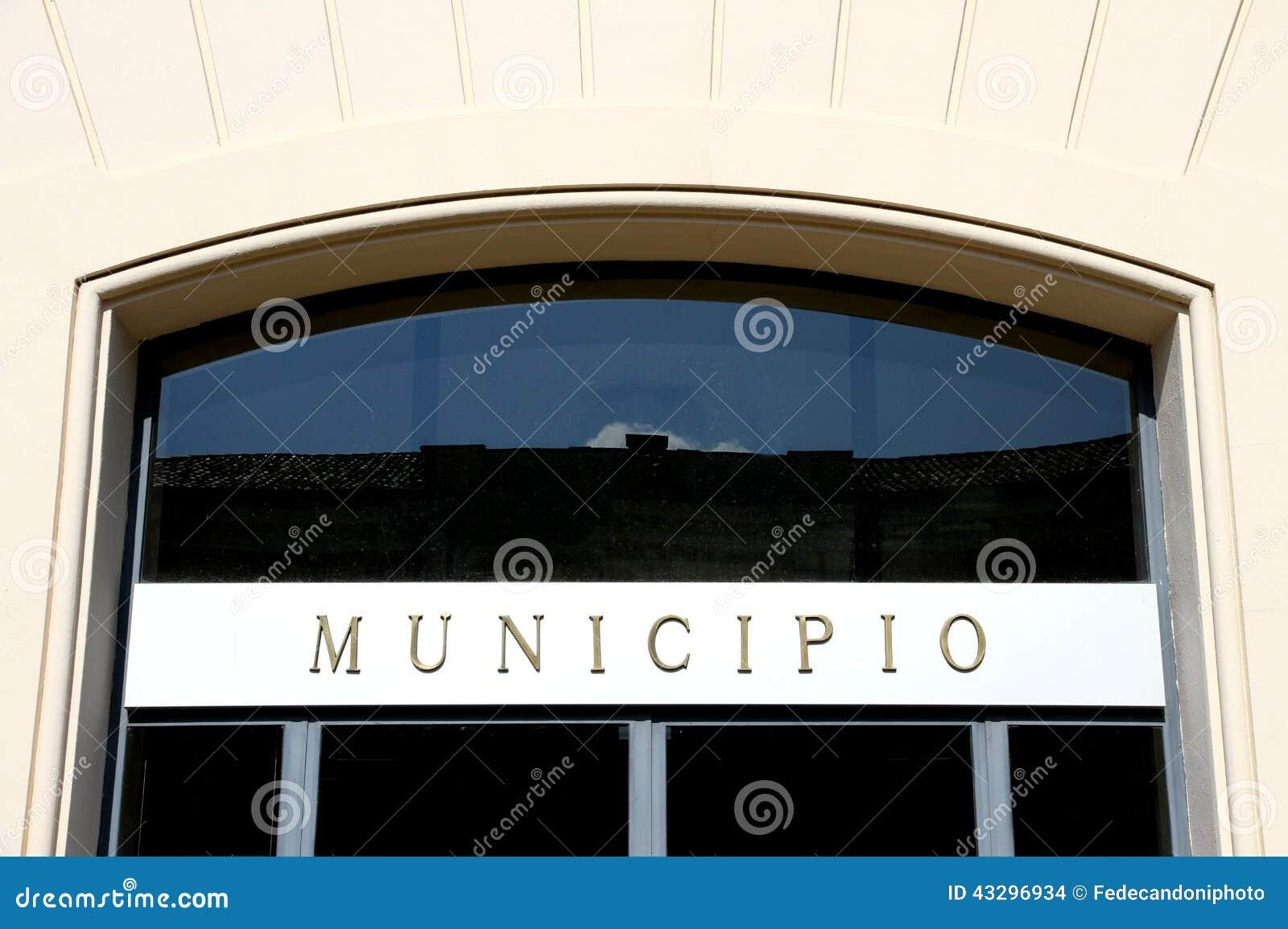 Skriftligt italienskt STADSHUS i den italienska staden