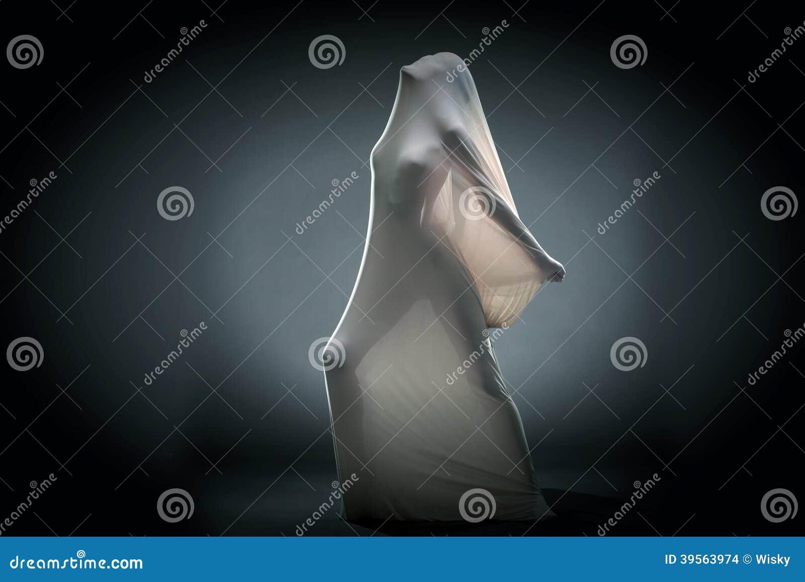 Skrikig naken kvinna som försöker att fly från silkespapper