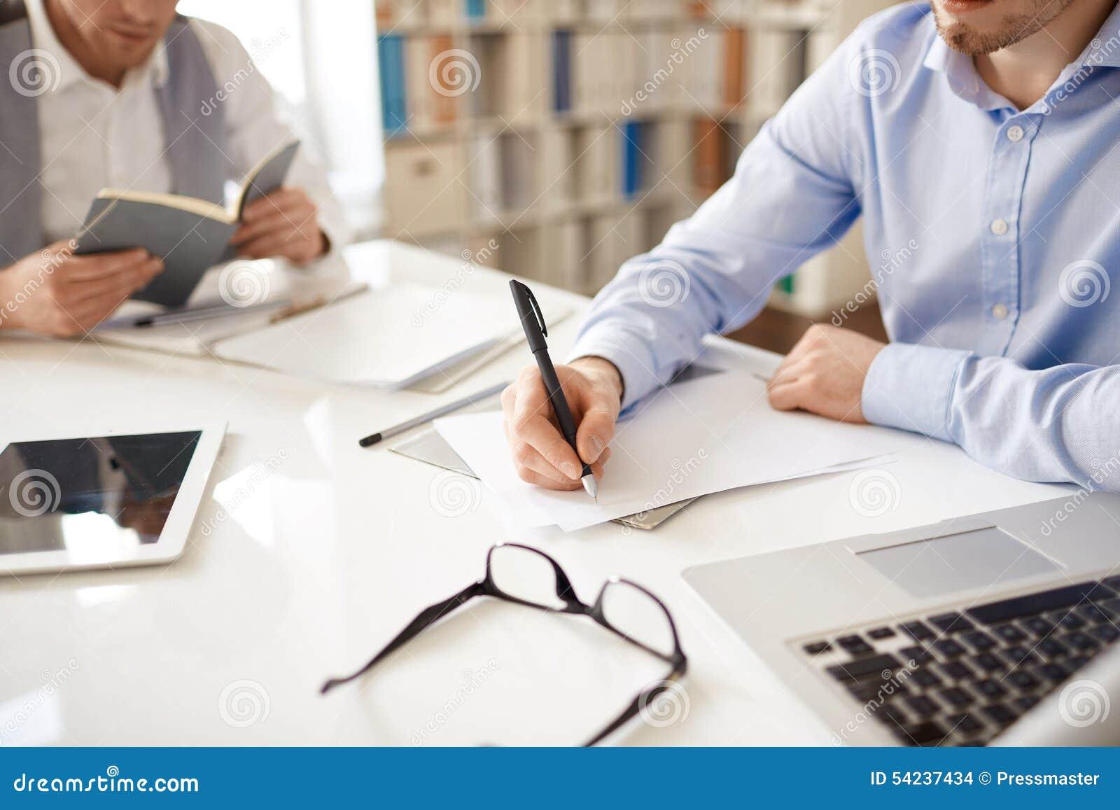 Skriva ANMÄRKNINGAR på papper