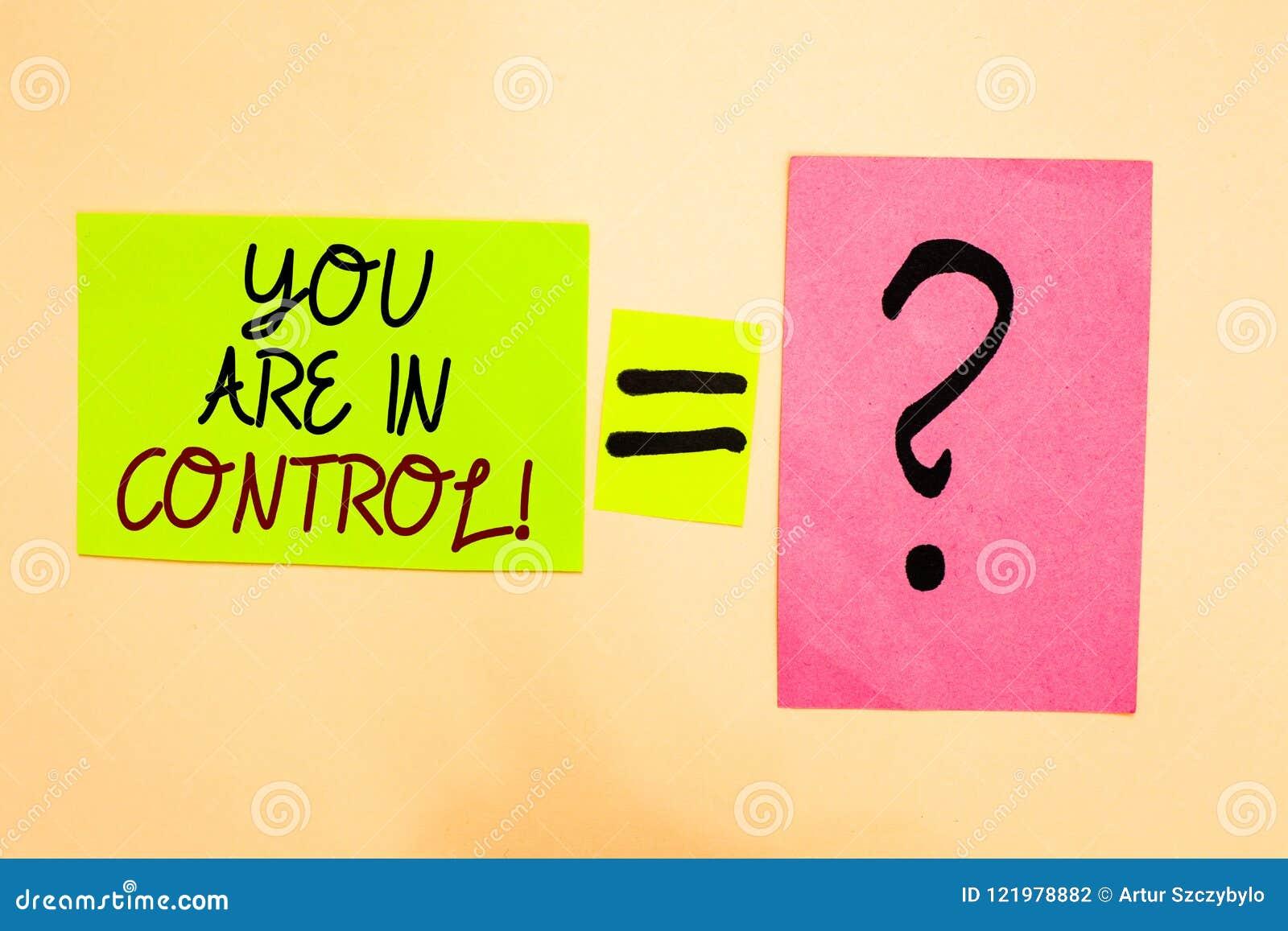 Skriva anmärkningen som visar dig, var i kontroll Affärsfoto som ställer ut på ansvar över en skriftlig lägeledningmyndighet