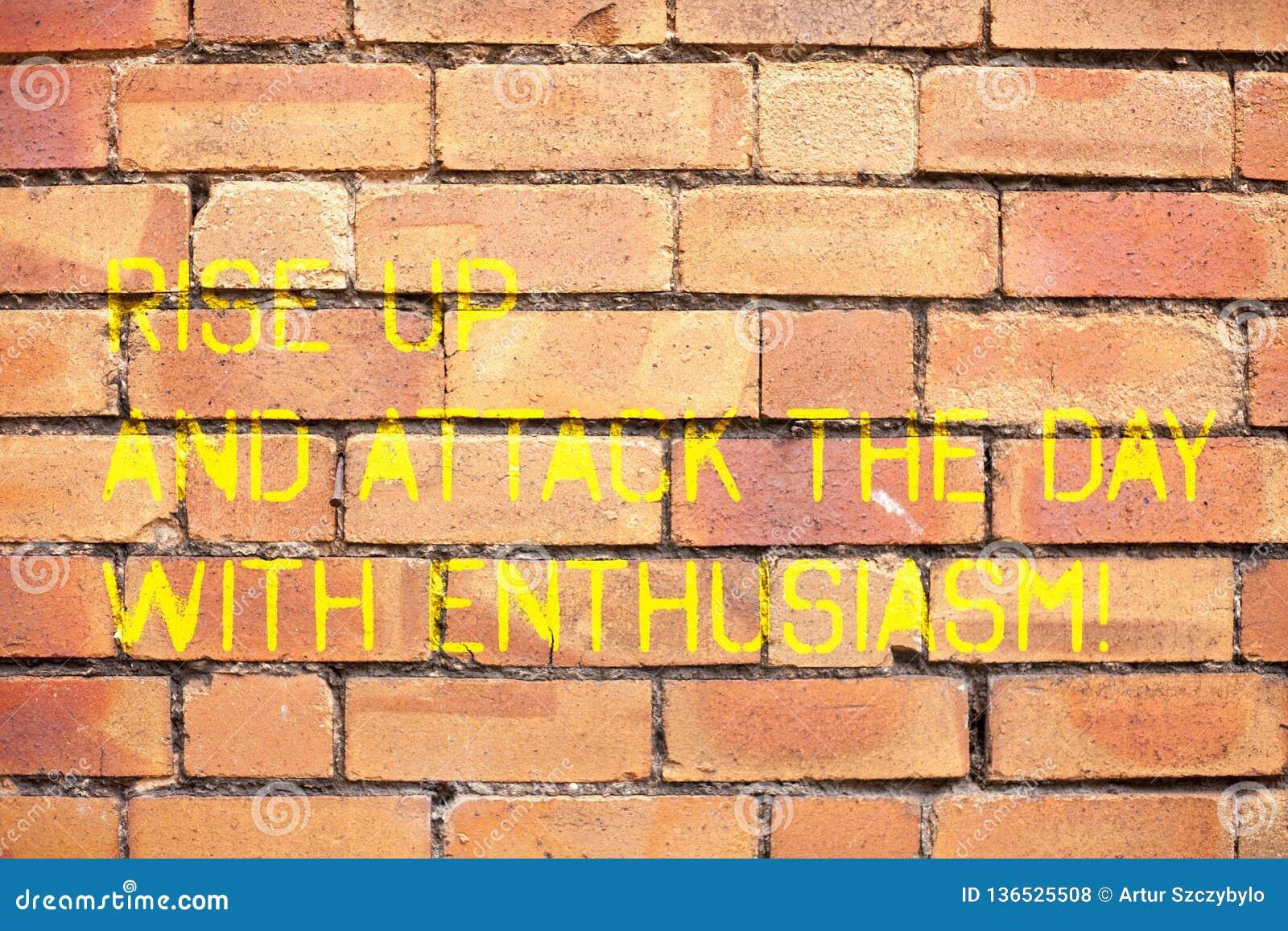 Skriva anmärkningsvisning stig upp och anfalla dagen med entusiasm Att ställa ut för affärsfoto är den inspirerade entusiasten