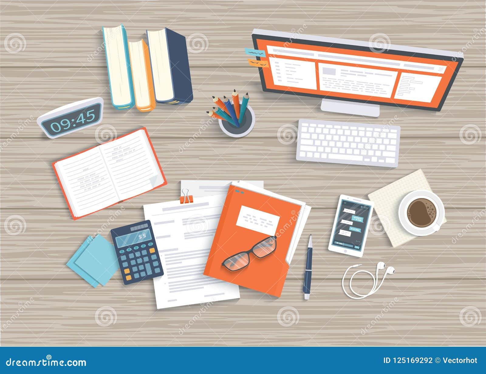 Skrivbord med bildskärmen, tangentbord, dokument, hörlurar, telefon, klocka Trä bordlägga bästa beskådar Arbetsplatsbakgrund