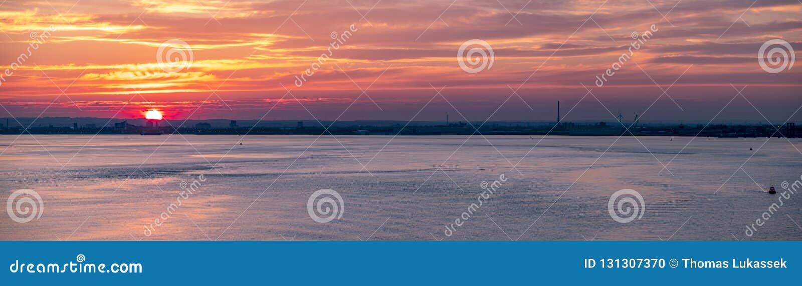 Skrovhamn på solnedgången, England - Förenade kungariket