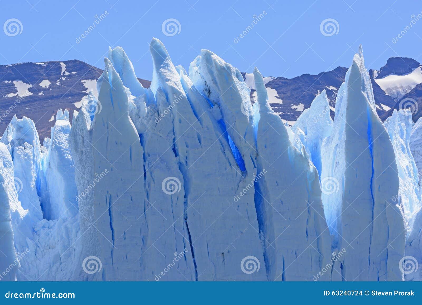 Skrzywiony lód na lodowu