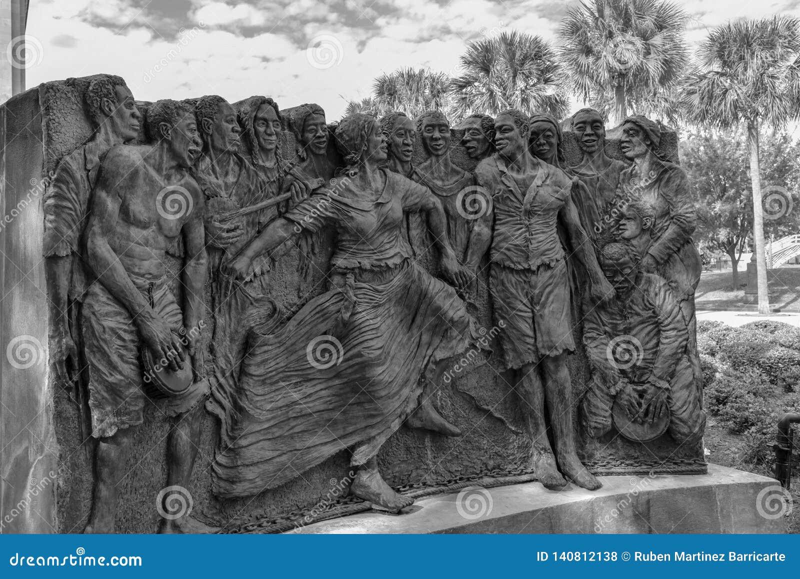 Skulptur av att dansa slavar i den Kongo fyrkanten på Louis Armstrong parkerar i NOLA (USA
