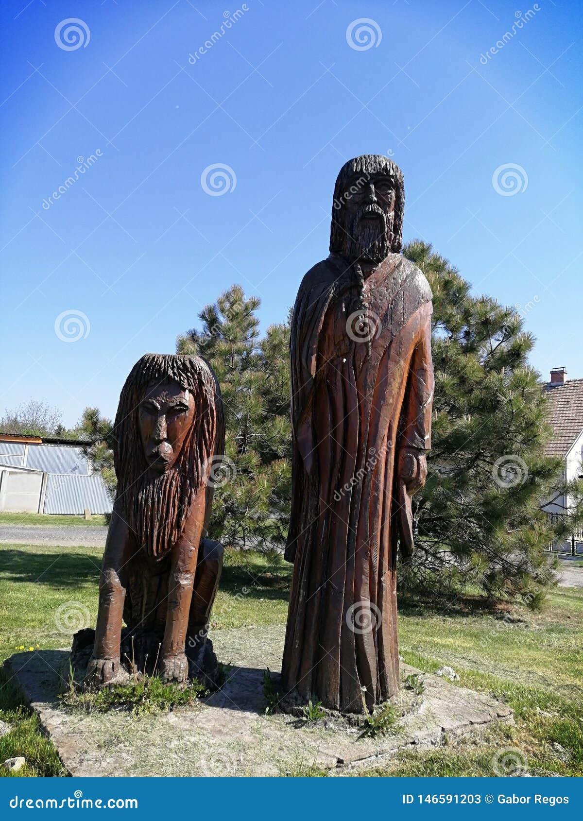 Skulptur av en äldre man och ett lejon