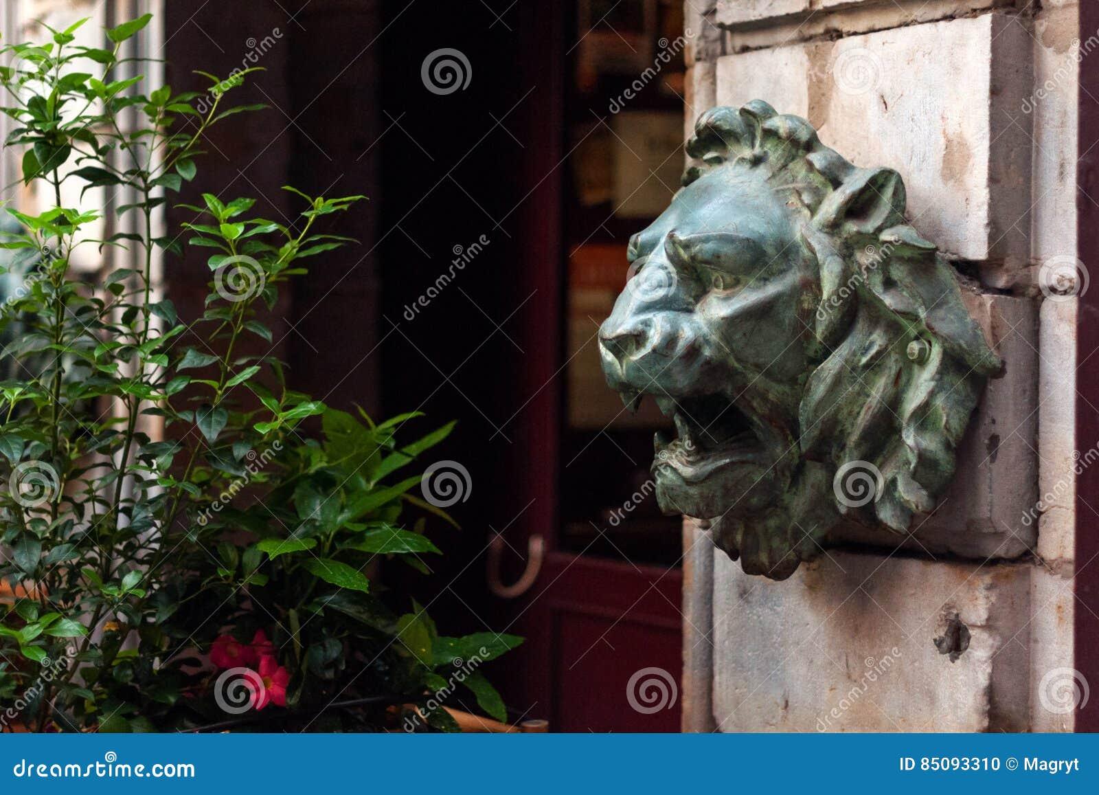 Skulptur i museum av konster av Lyon, Frankrike Statyer i parkera av den Palais Saint Pierre