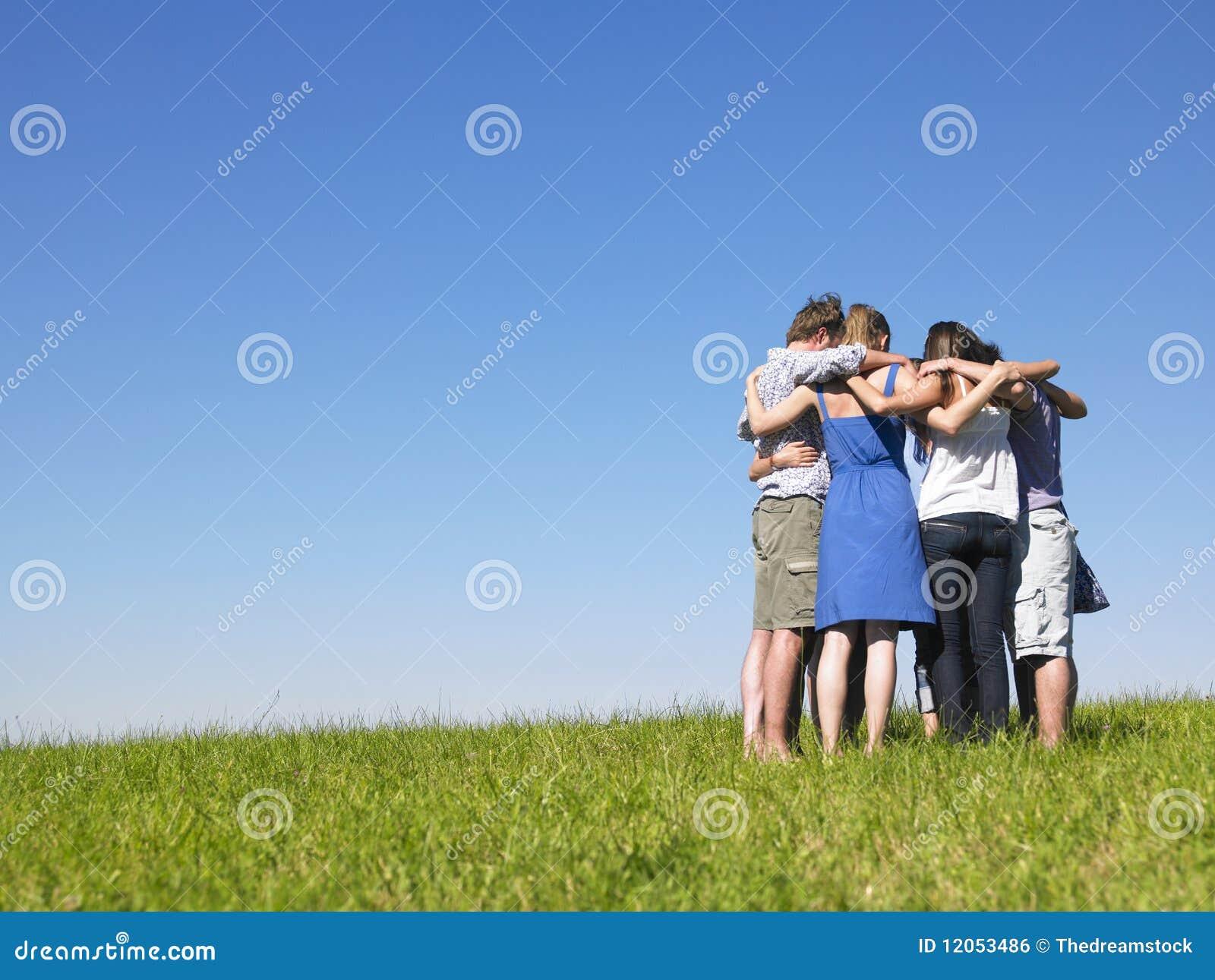 Skupisk śródpolni grupowi ludzie