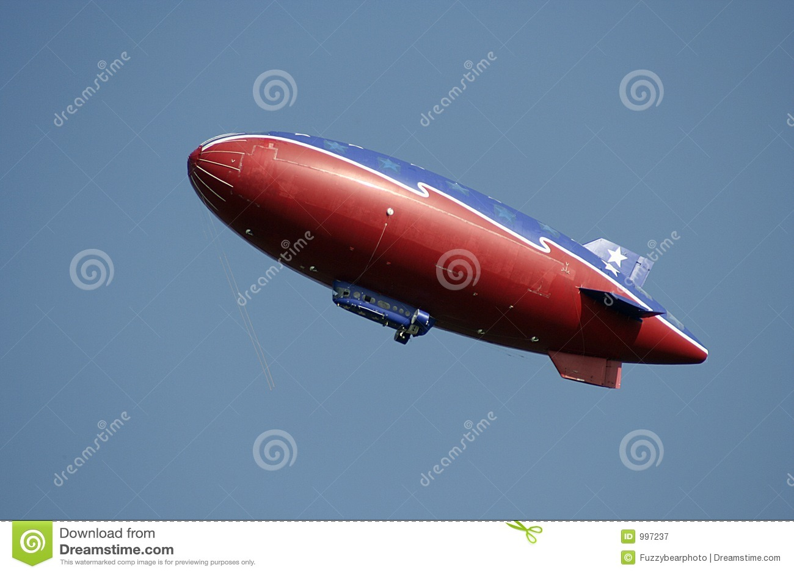 Sky för blå red för litet luftskepp