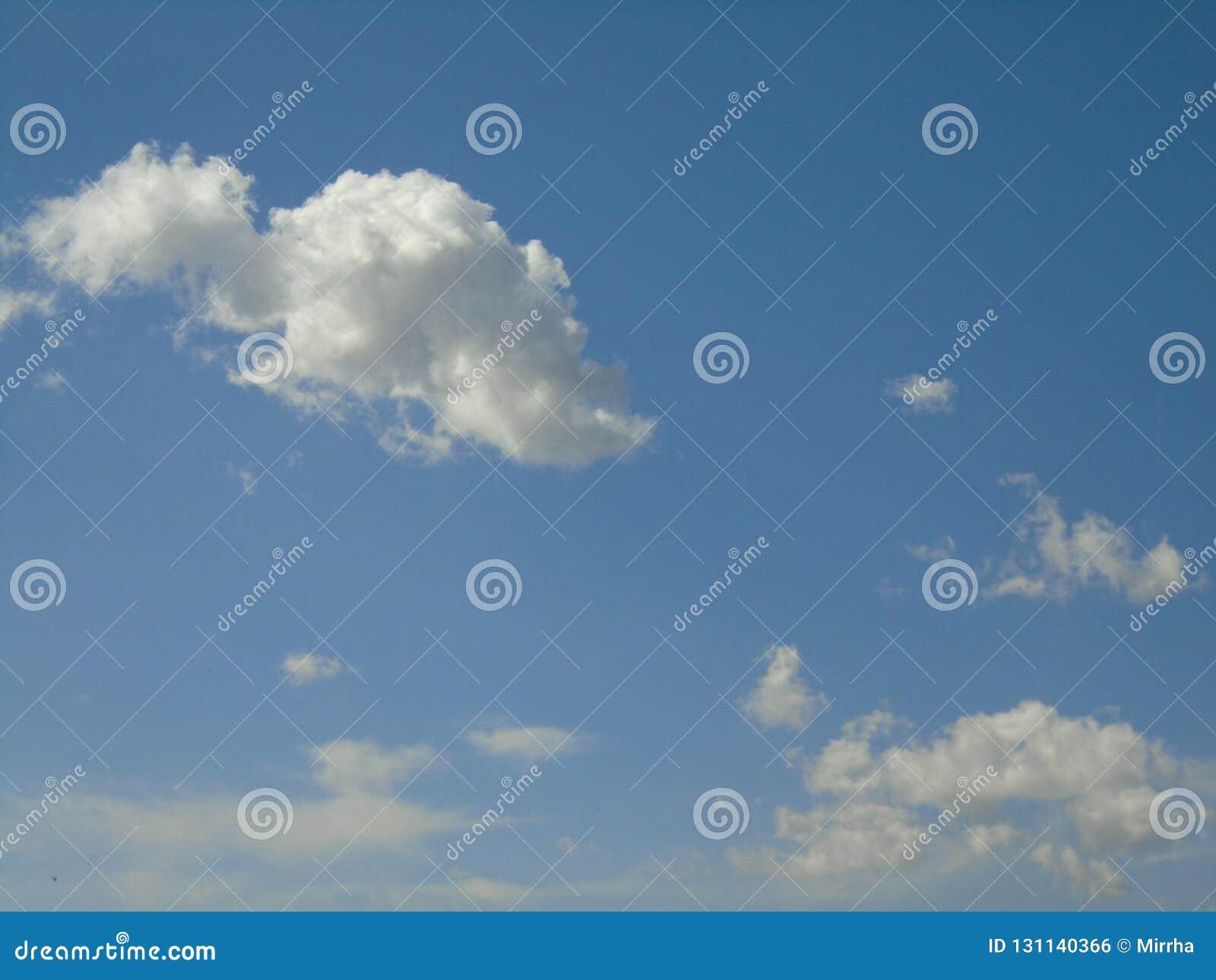 The sky is the king of awsomeness. A cloud looks like a small dinosaur.