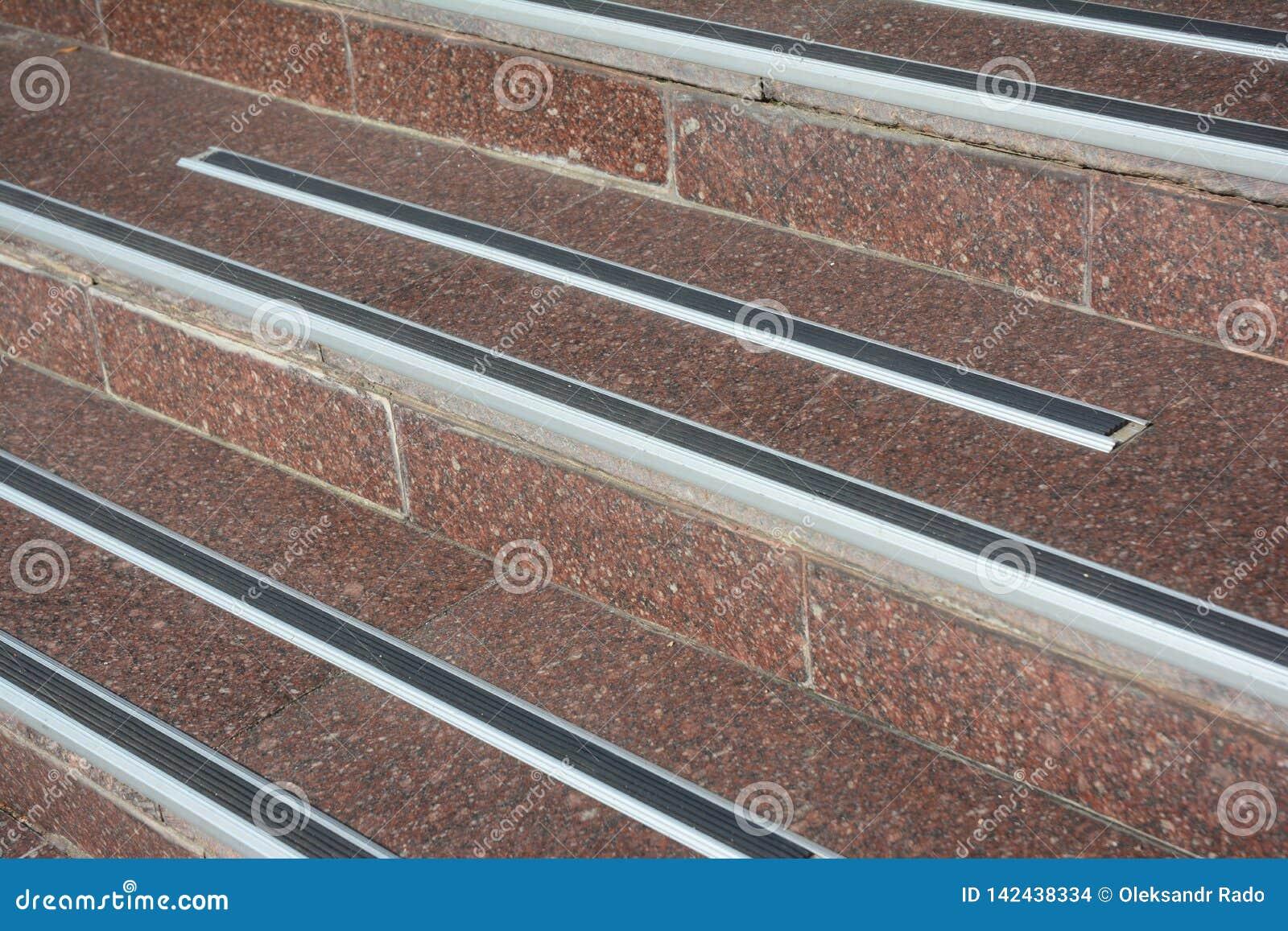 Skydda från fall för trappa för isräkning halt och att förhindra tillfälligt Hur man undviker fara fryste moment lock