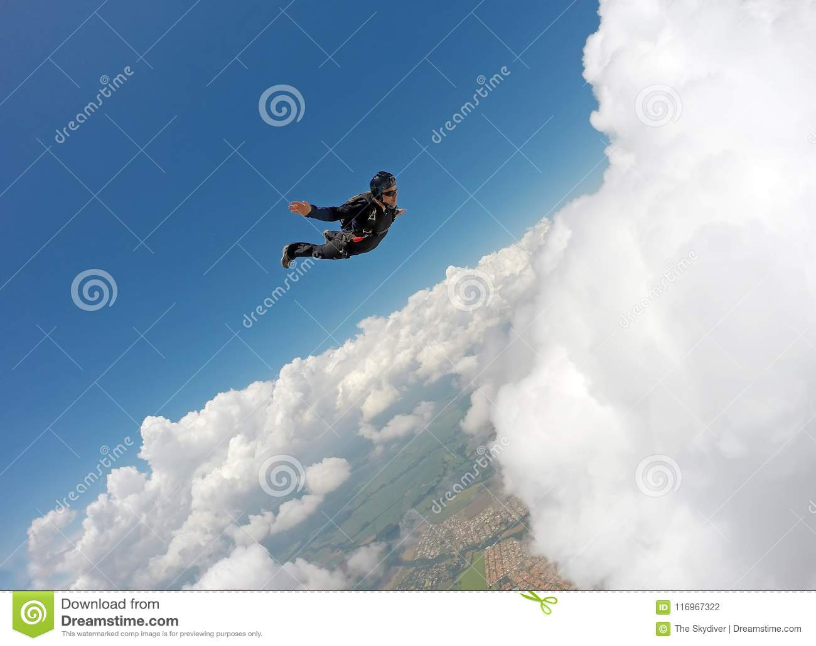 Skydiving纵排云彩天