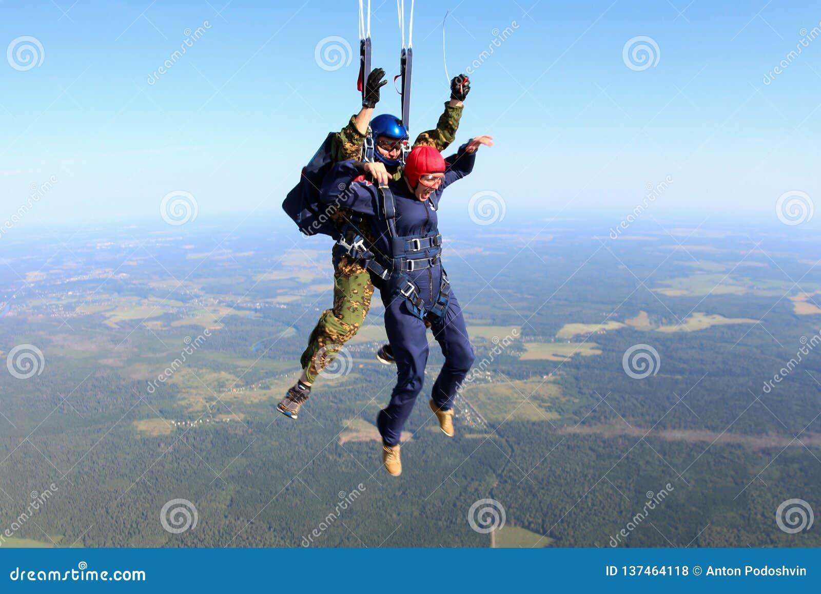 Skydiving Ögonblicket av hoppa fallskärm utplacering