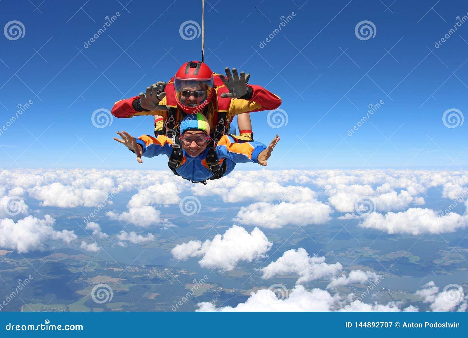 ??skydiving E