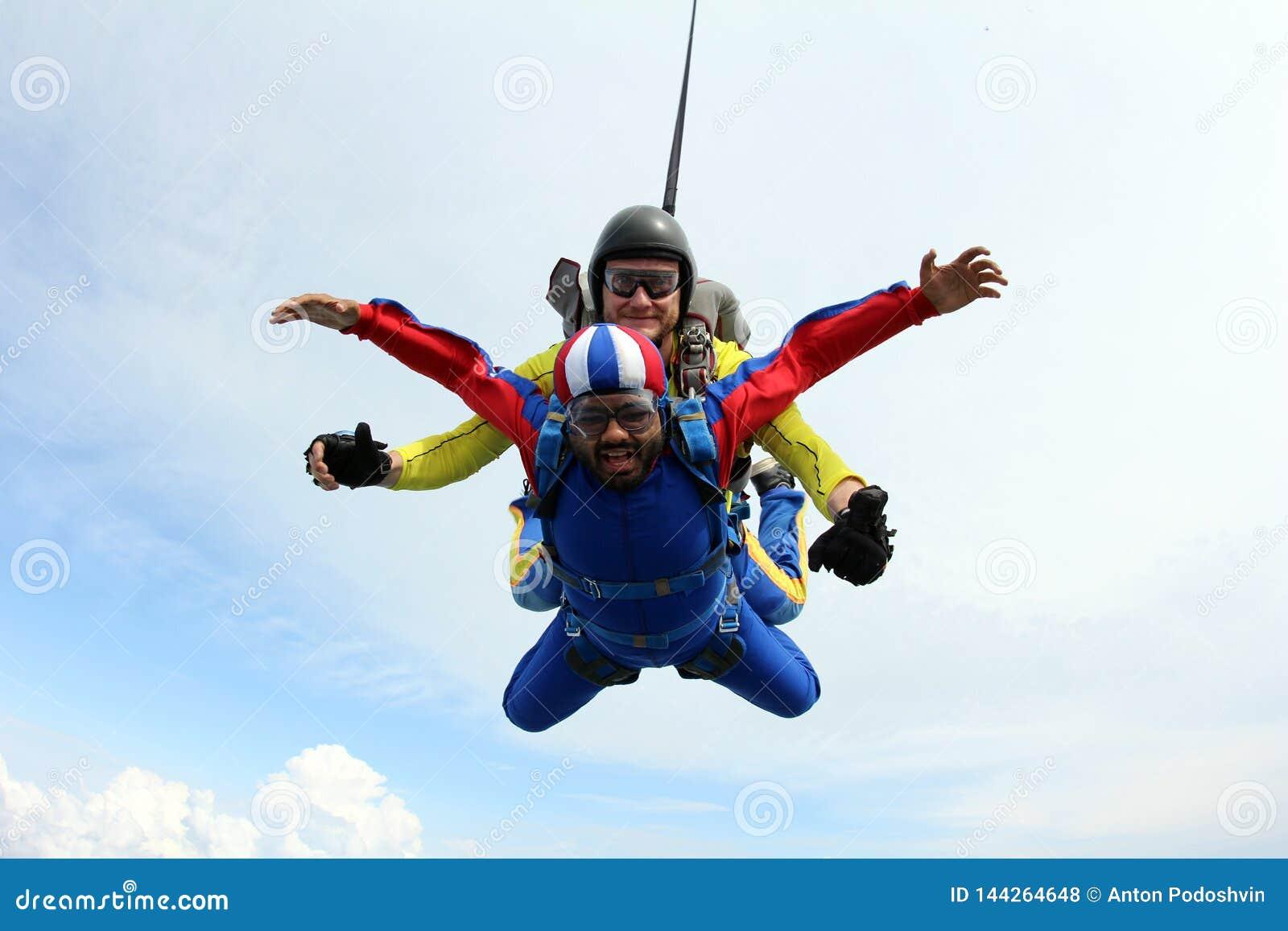 Skydiving Salto em tandem Instrutor e passageiro indiano