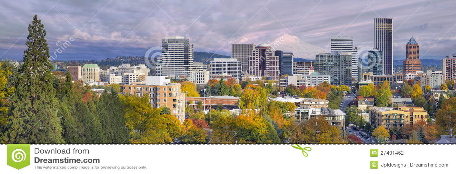 Skyline da baixa de Portland Oregon com capa do Mt