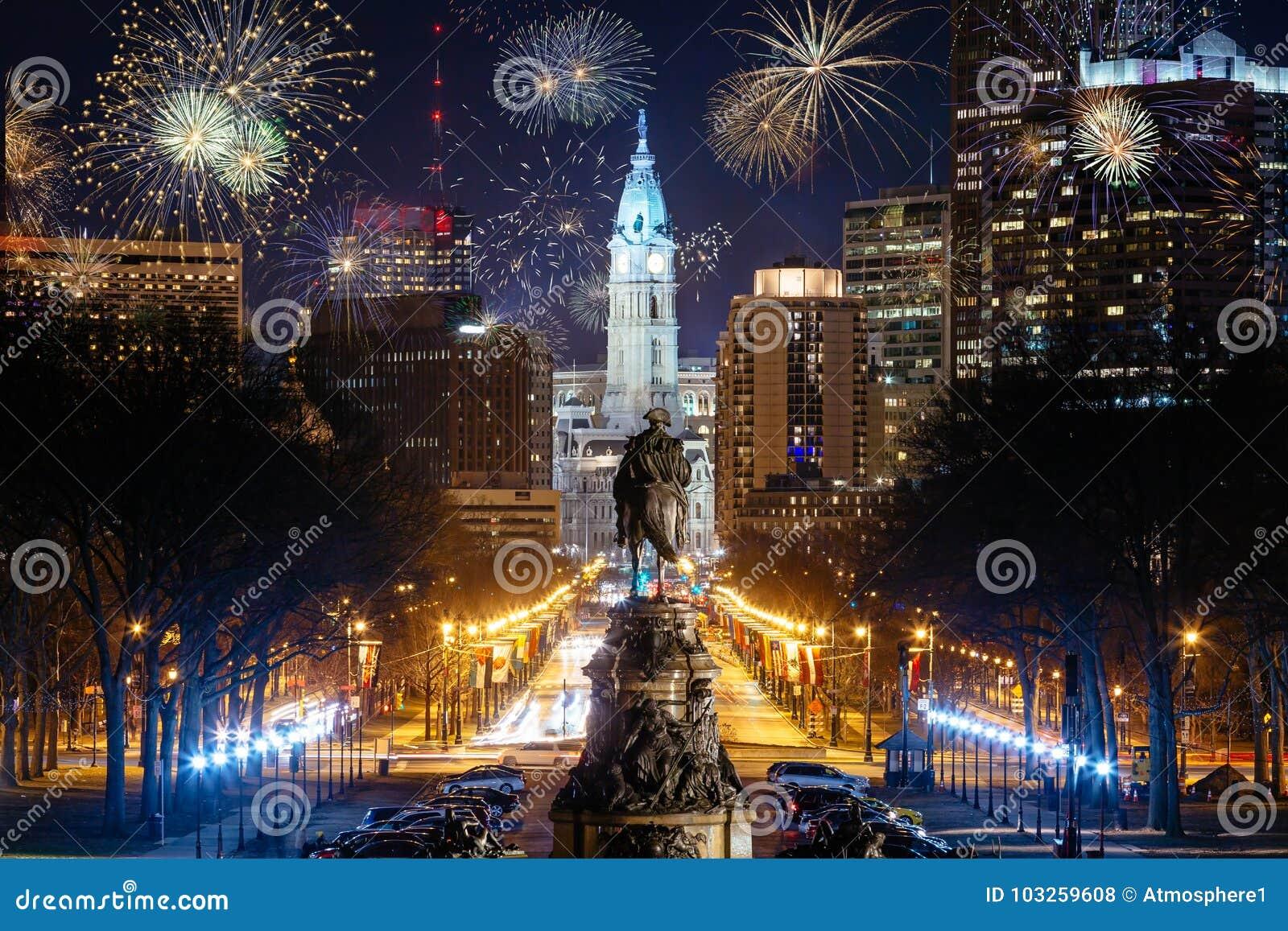 Skyline da cidade de Philadelphfia com fogos-de-artifício
