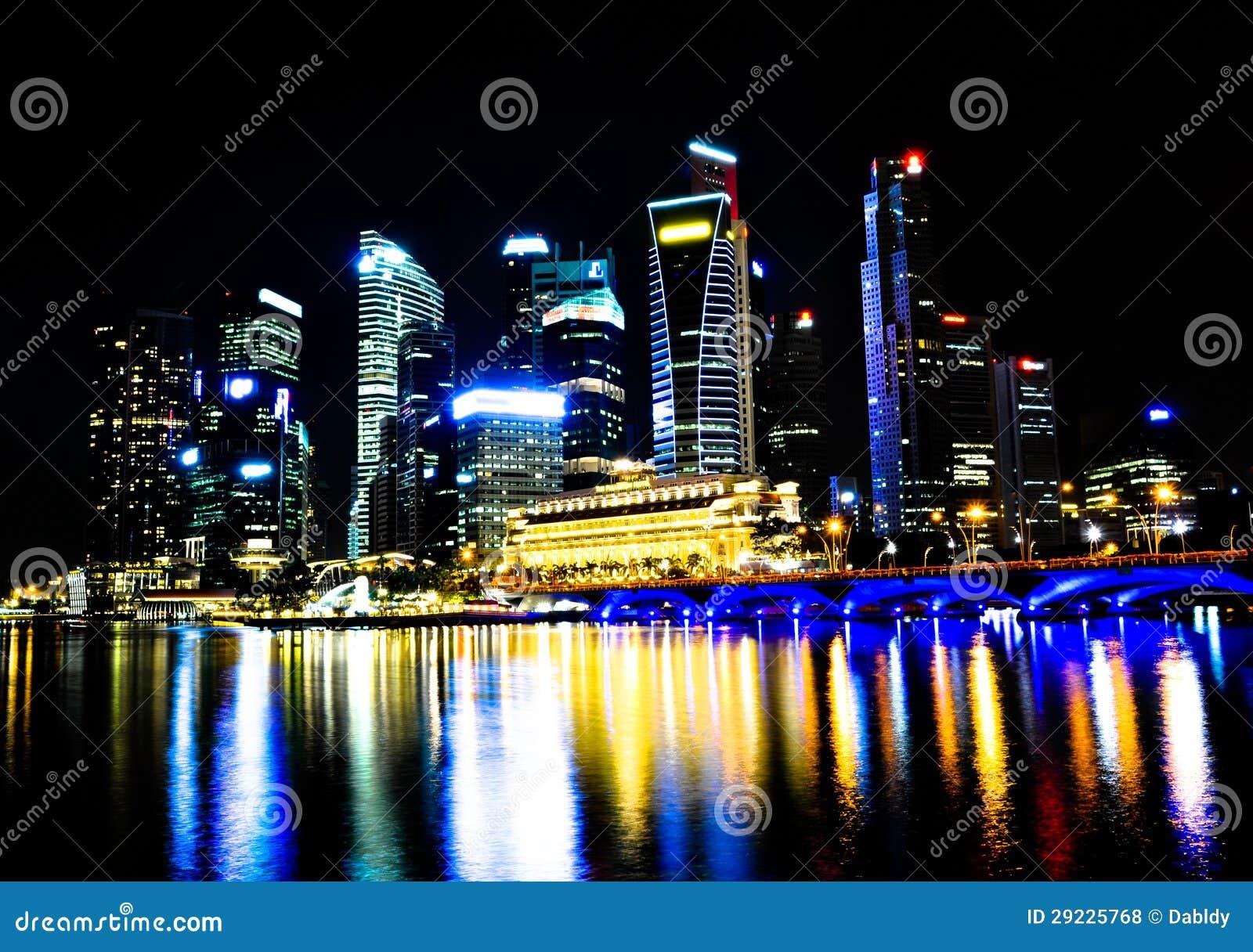 Download Skyline Da Noite De Singapore Foto de Stock - Imagem de edifícios, distrito: 29225768
