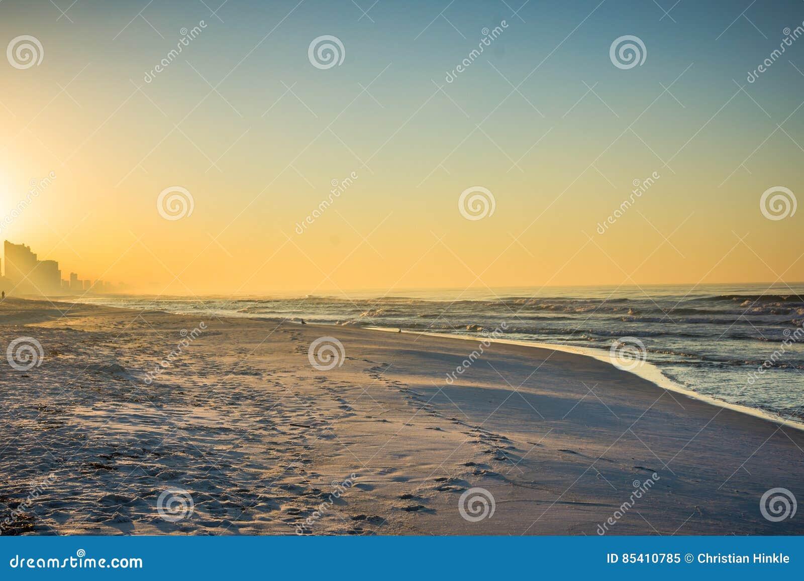 Skyline da praia da Cidade do Panamá, Florida no nascer do sol