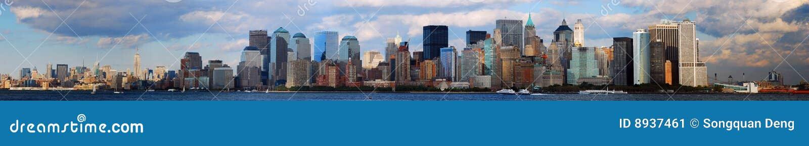 Skyline de Manhattan com nuvem