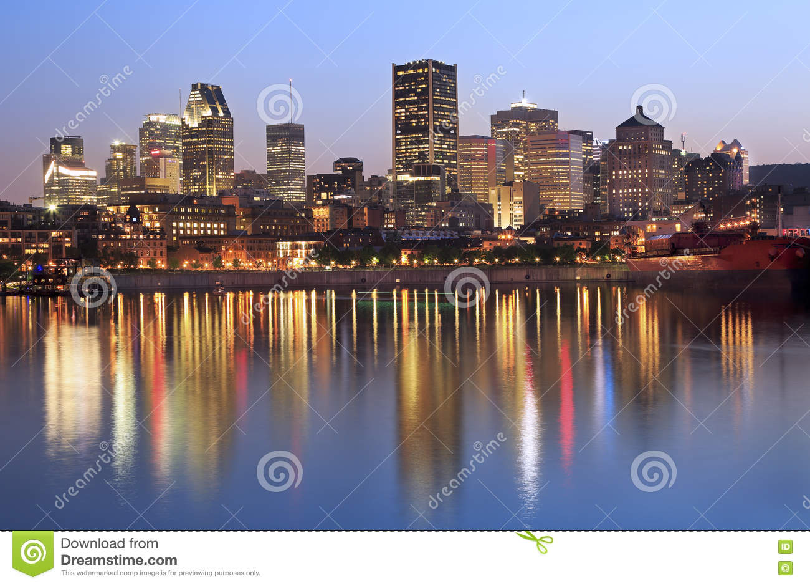 Skyline de Montreal e St Lawrence River no crepúsculo
