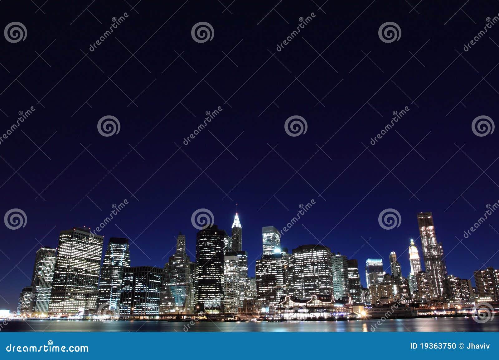 Skyline de New York City em luzes da noite