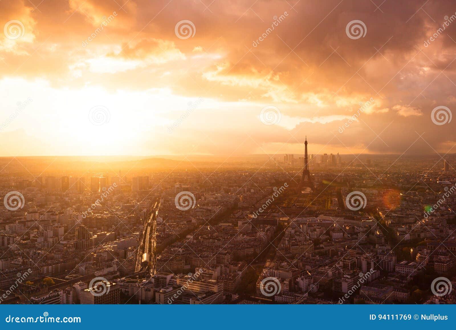 Skyline de Paris com torre Eiffel