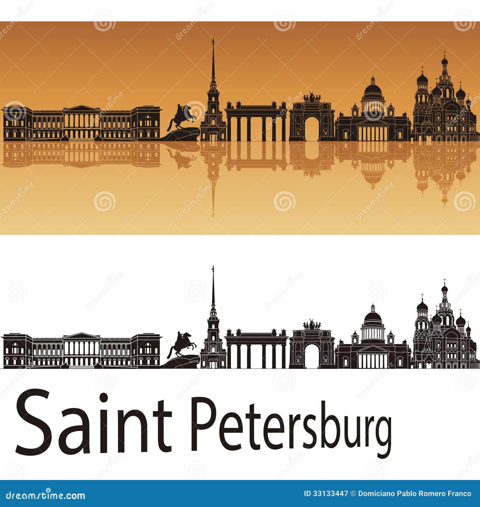 Skyline de St Petersburg no fundo alaranjado