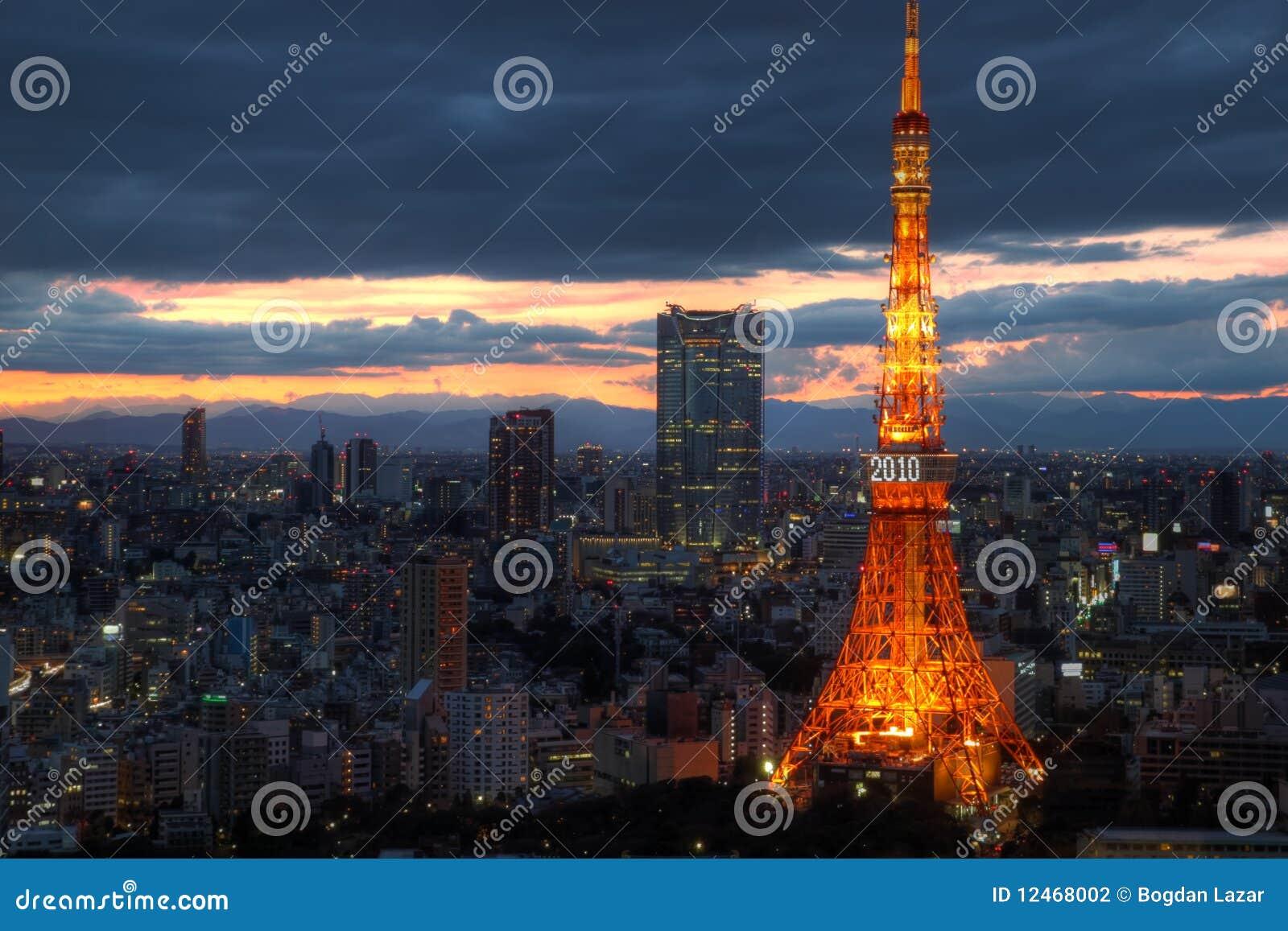 Skyline de Tokyo com torre de Tokyo, 2010, Japão