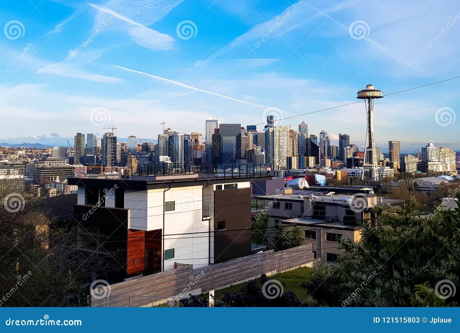 Skyline do panorama de Seattle no dia com a torre da agulha do espaço