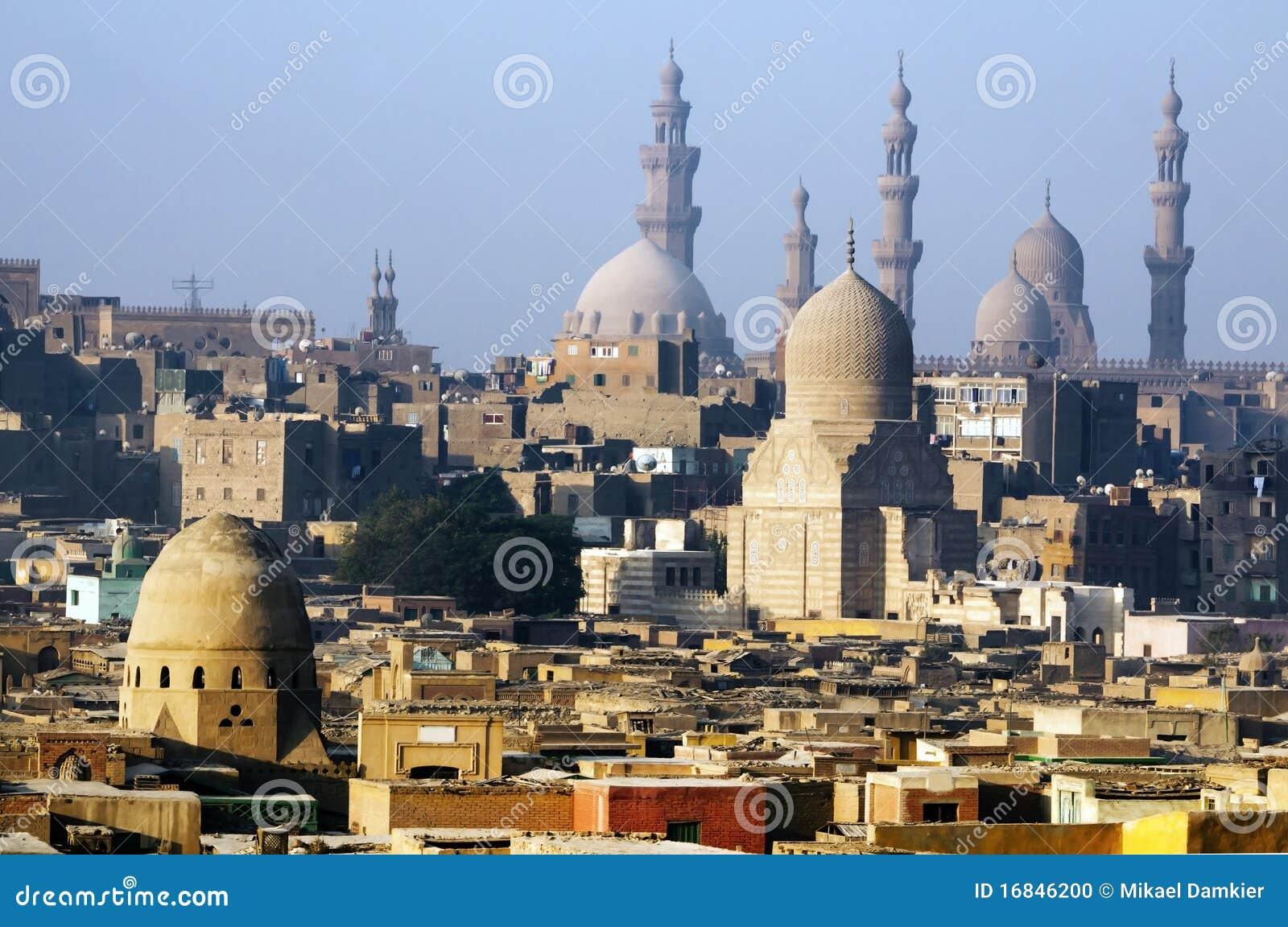 Skyline e pirâmides da cidade do Cairo