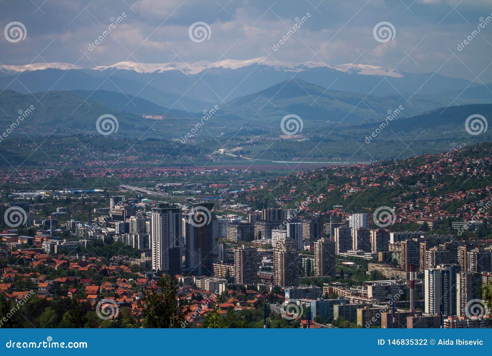 Skyline horizontal do Jerusalém europeu bonito de Sarajevo