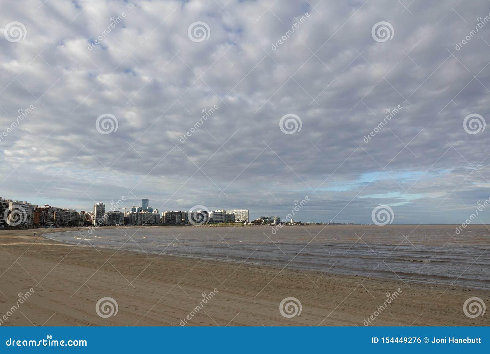 Skyline Montevideos, Uruguay vom La Rambla