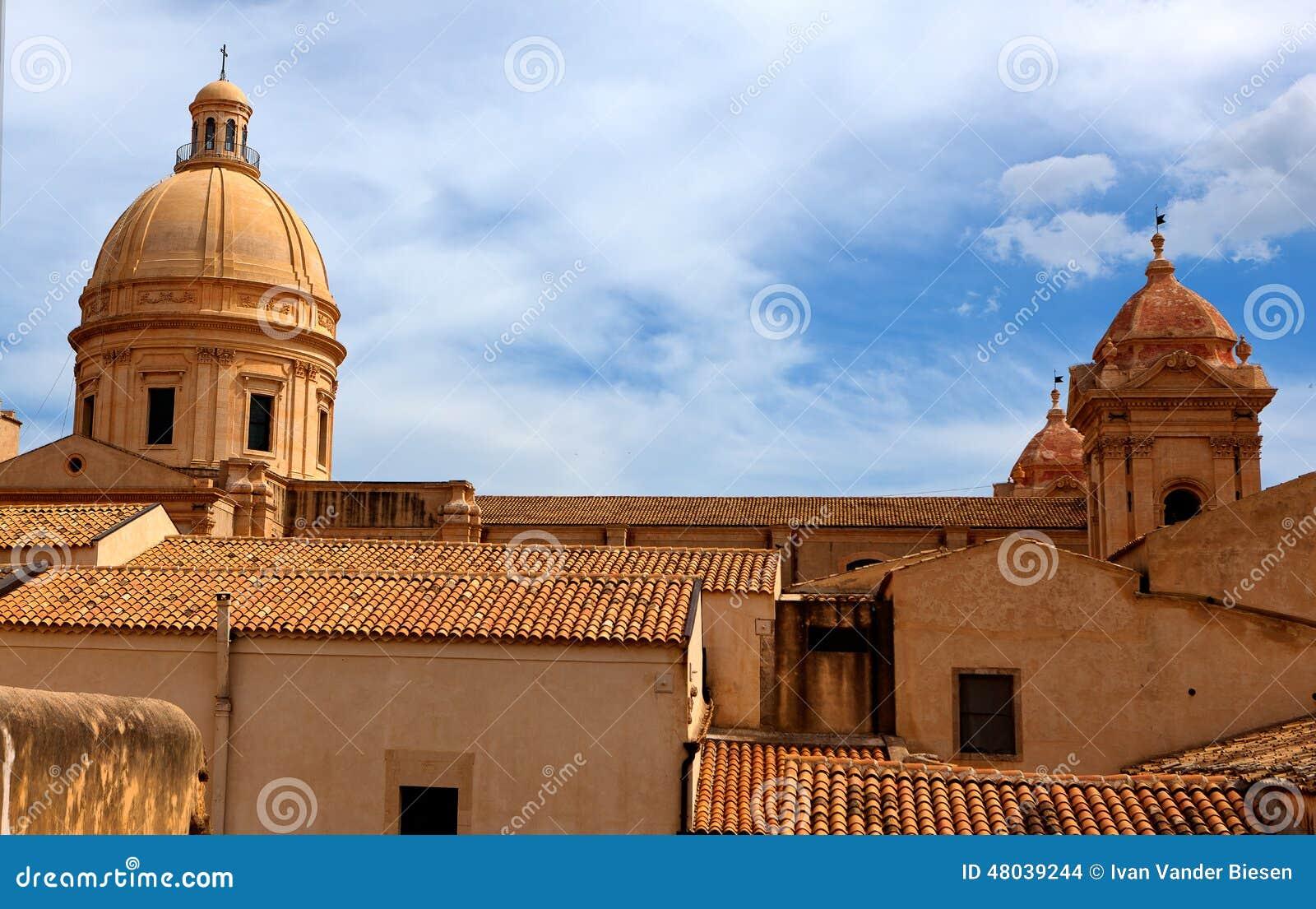 Skyline noto sicily italy stock photo image 48039244 for Baroque italien