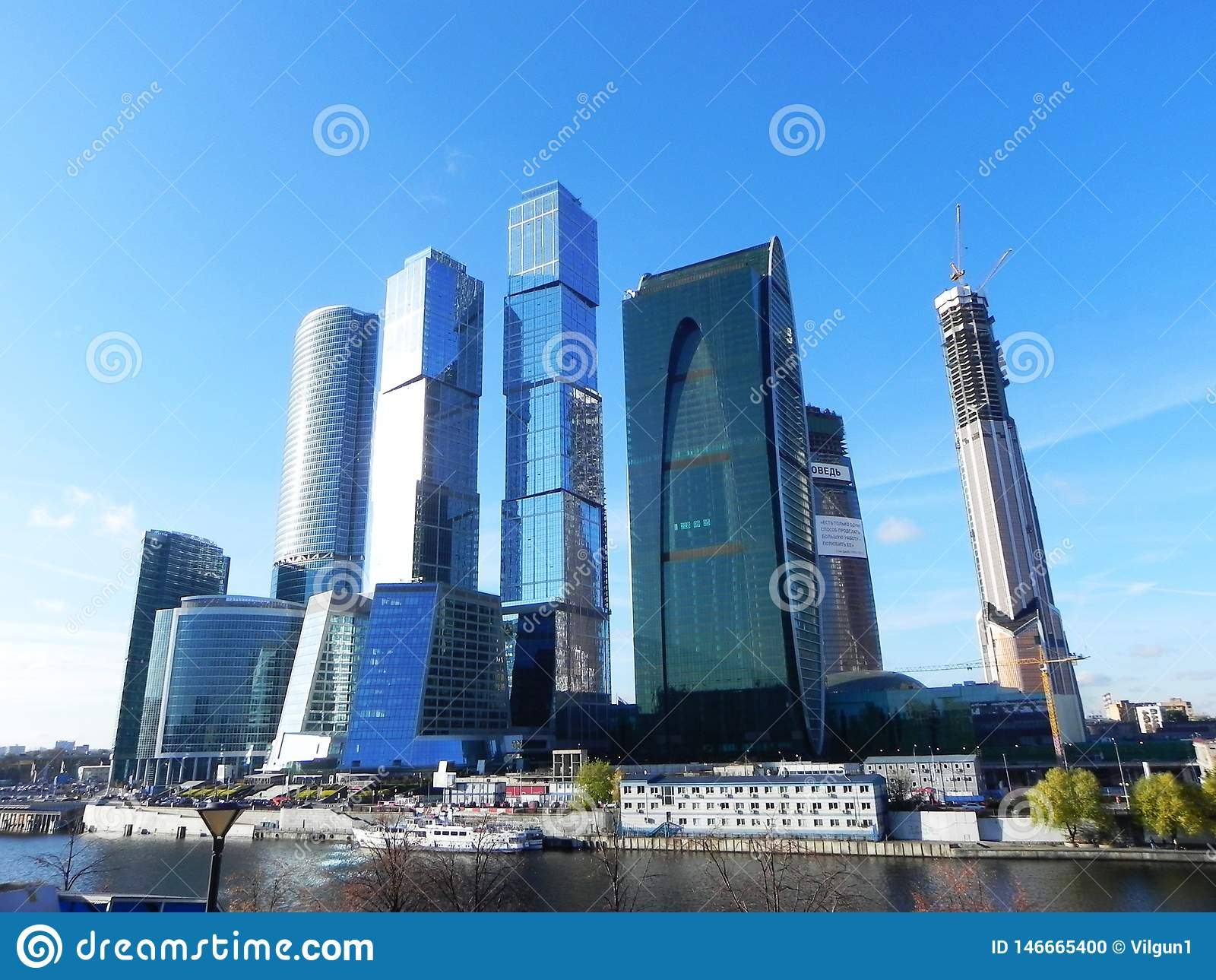 Skyskrapor i Moskvastad Arkitektoniskt komplex av kontoret och bostads- byggnader