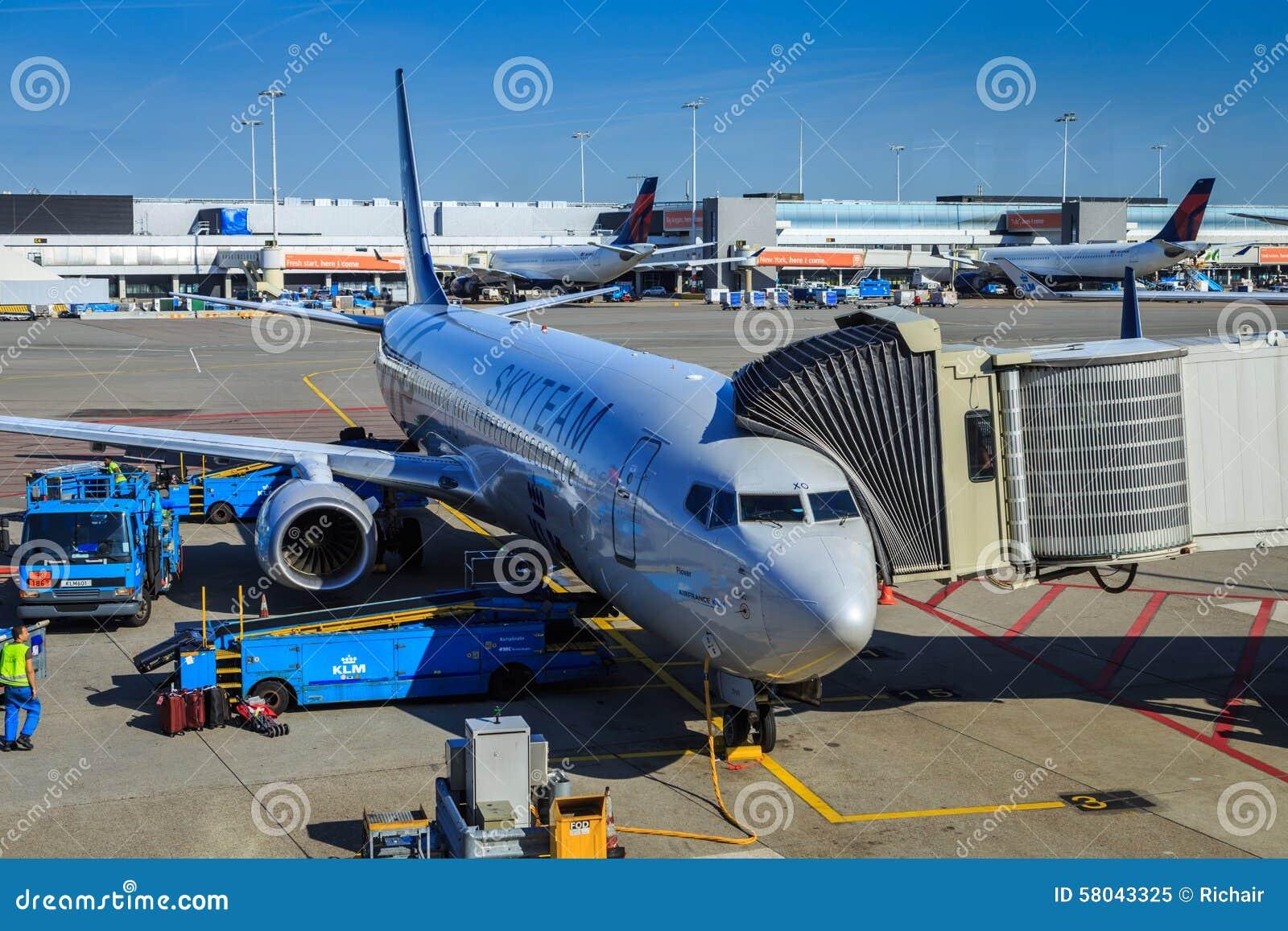 Skyteam KLM sprutar ut