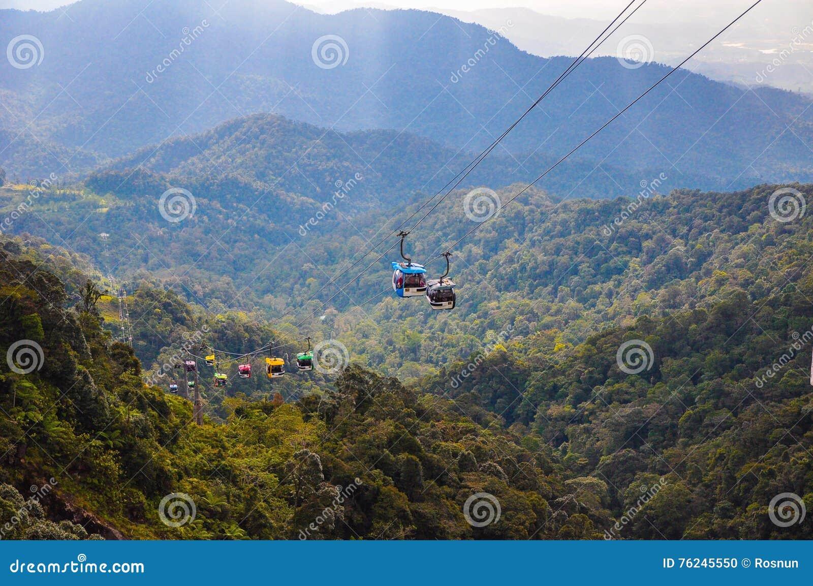 Skyway-Drahtseilbahn, die bis zur Spitze von Genting-Hochländern, Malaysia sich bewegt