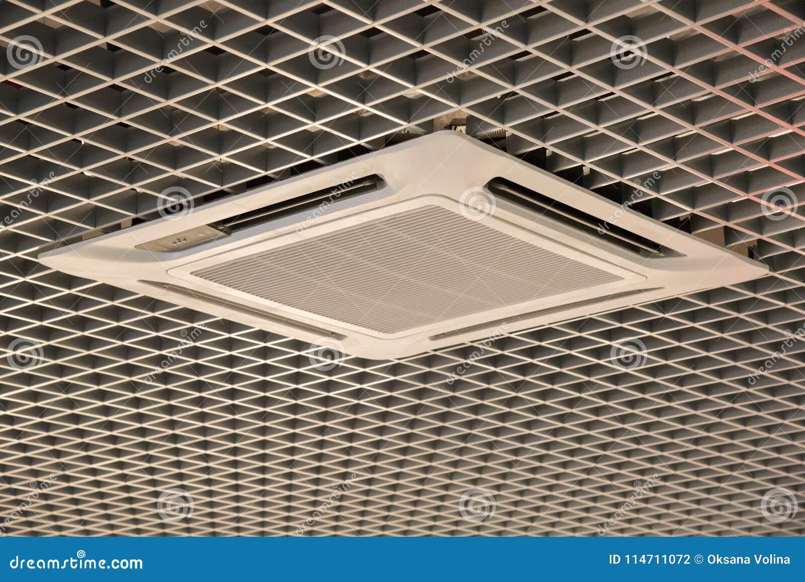 Slätt härligt trellised tak med luft som inomhus betingar