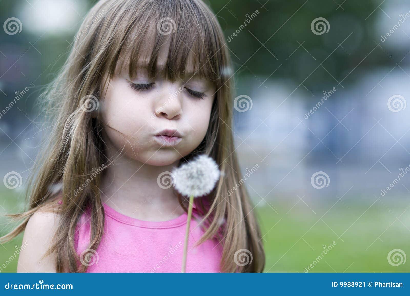 Slående brudtärna för blomning little