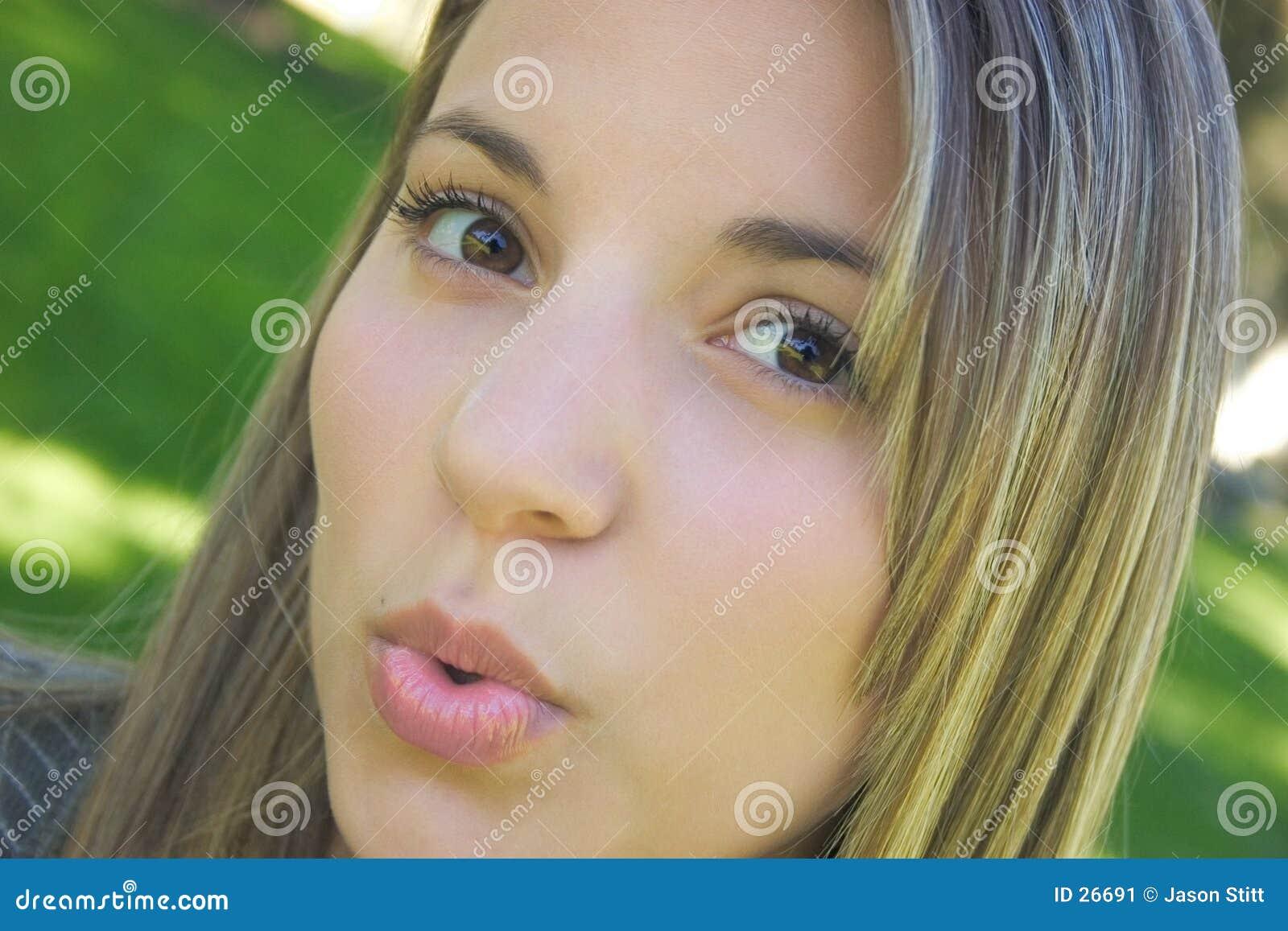 Slående kysskvinna
